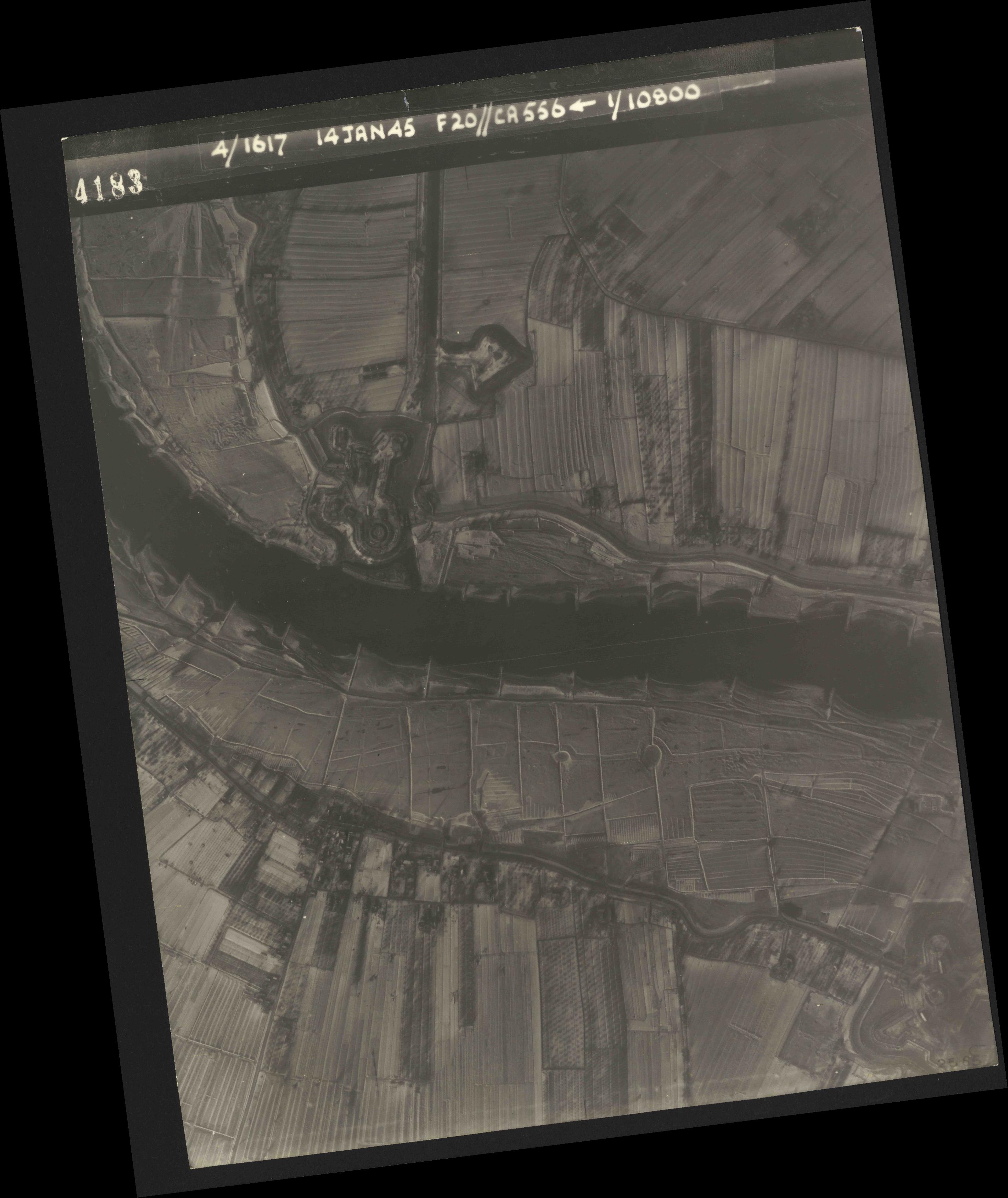 Collection RAF aerial photos 1940-1945 - flight 060, run 01, photo 4183