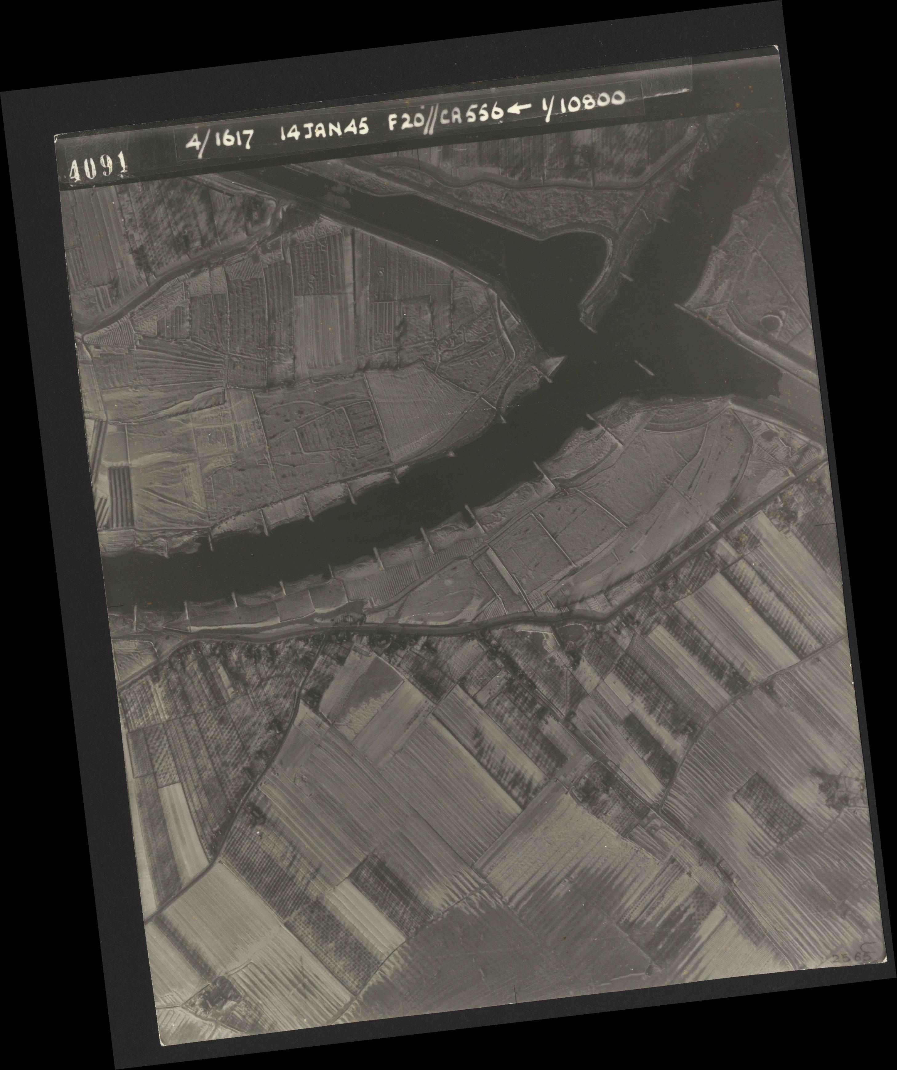 Collection RAF aerial photos 1940-1945 - flight 060, run 02, photo 4091