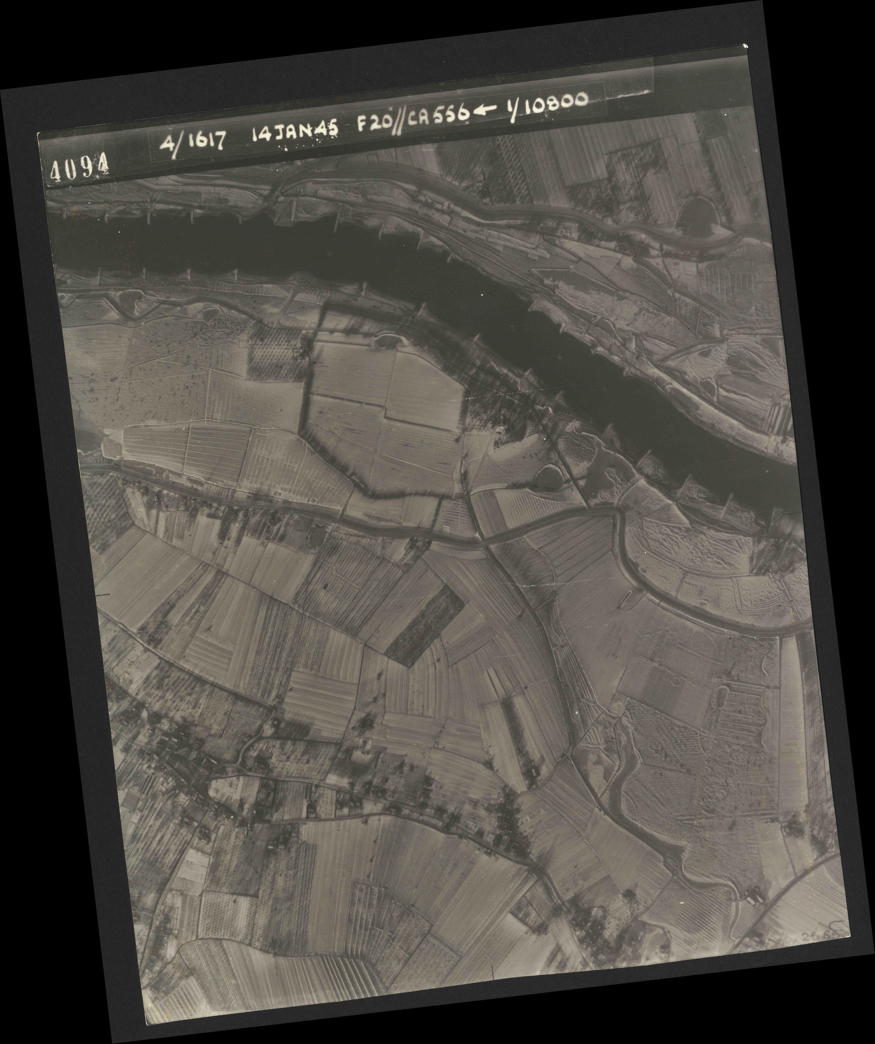 Collection RAF aerial photos 1940-1945 - flight 060, run 02, photo 4094