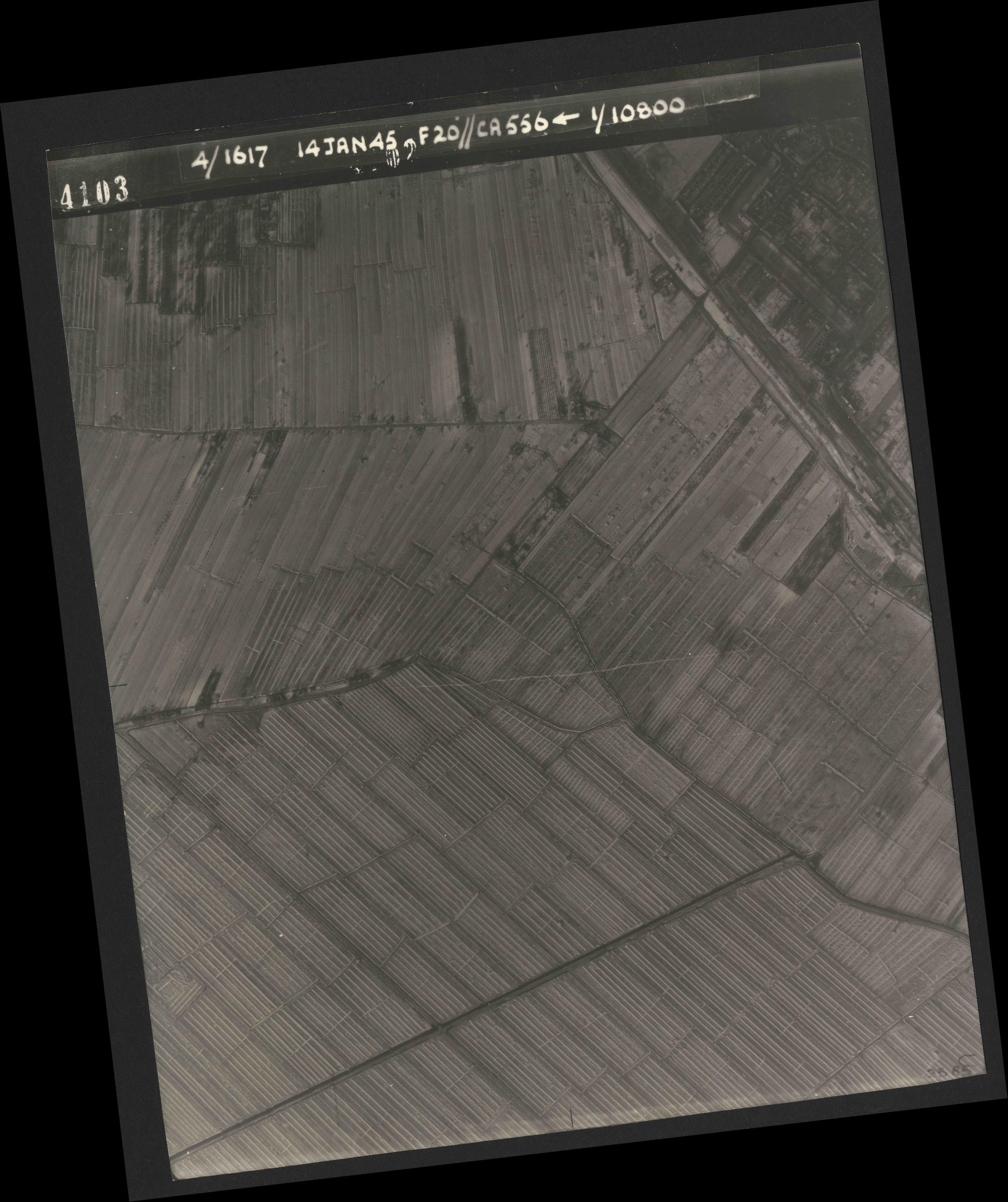 Collection RAF aerial photos 1940-1945 - flight 060, run 02, photo 4103