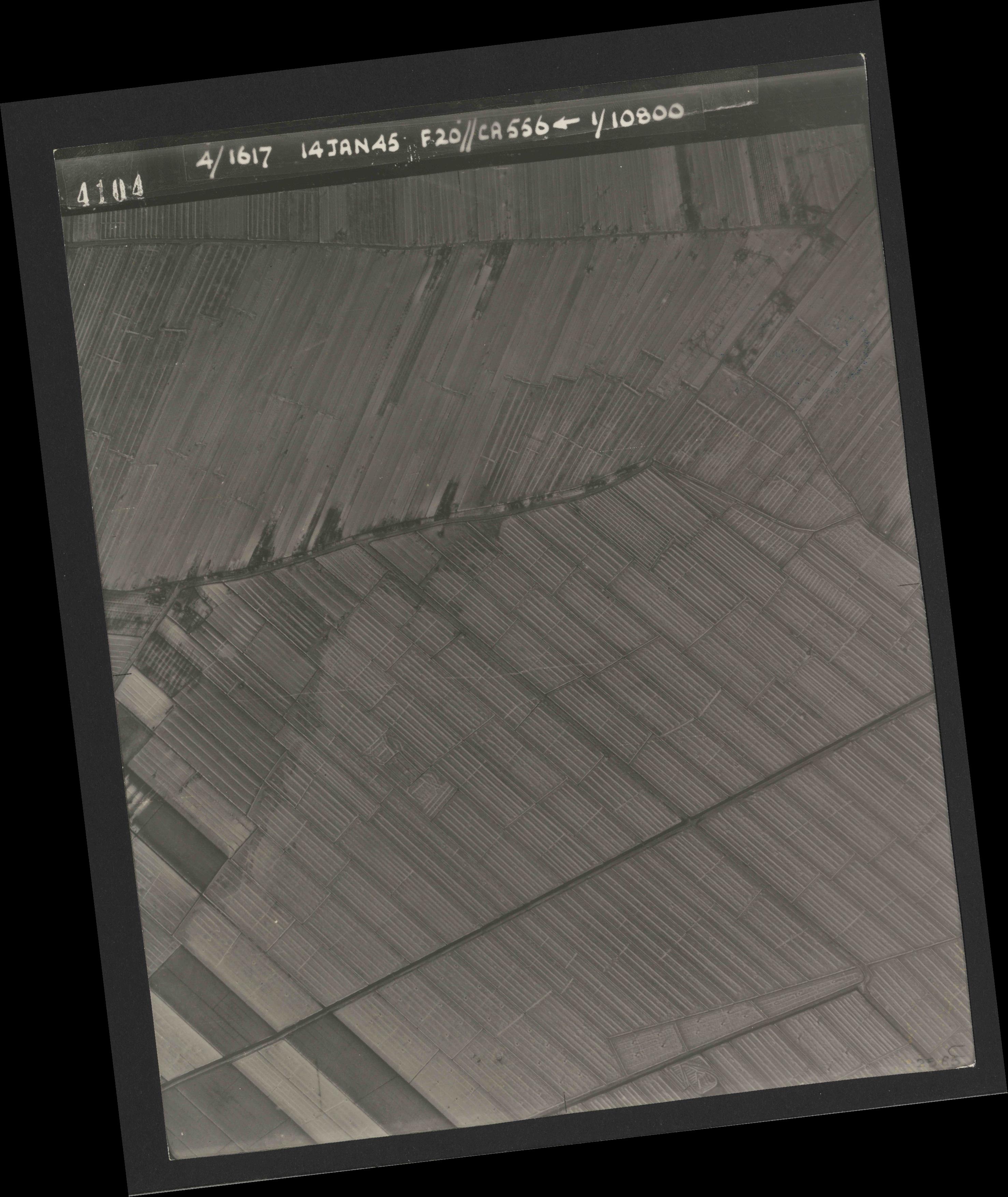 Collection RAF aerial photos 1940-1945 - flight 060, run 02, photo 4104