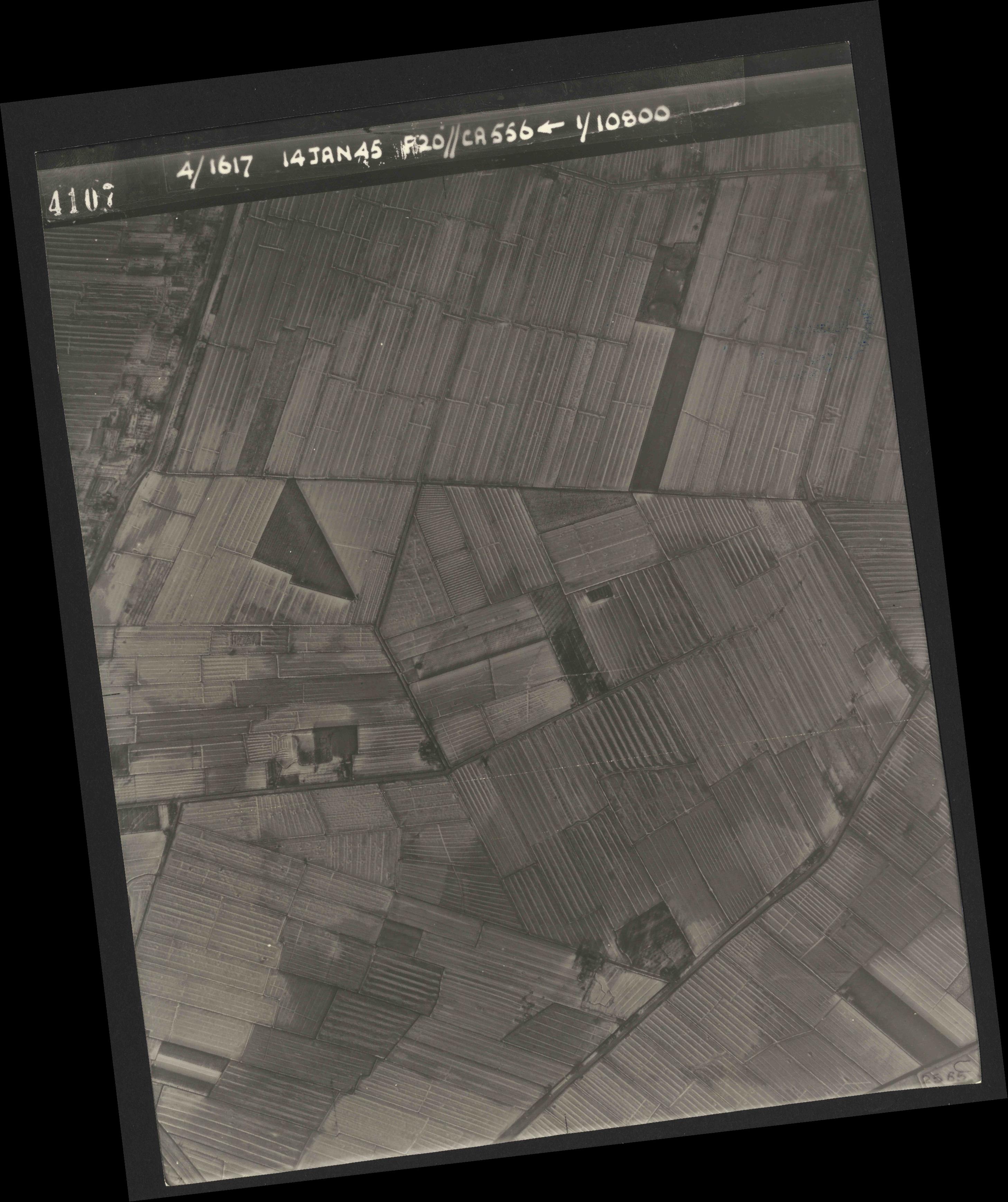 Collection RAF aerial photos 1940-1945 - flight 060, run 02, photo 4107