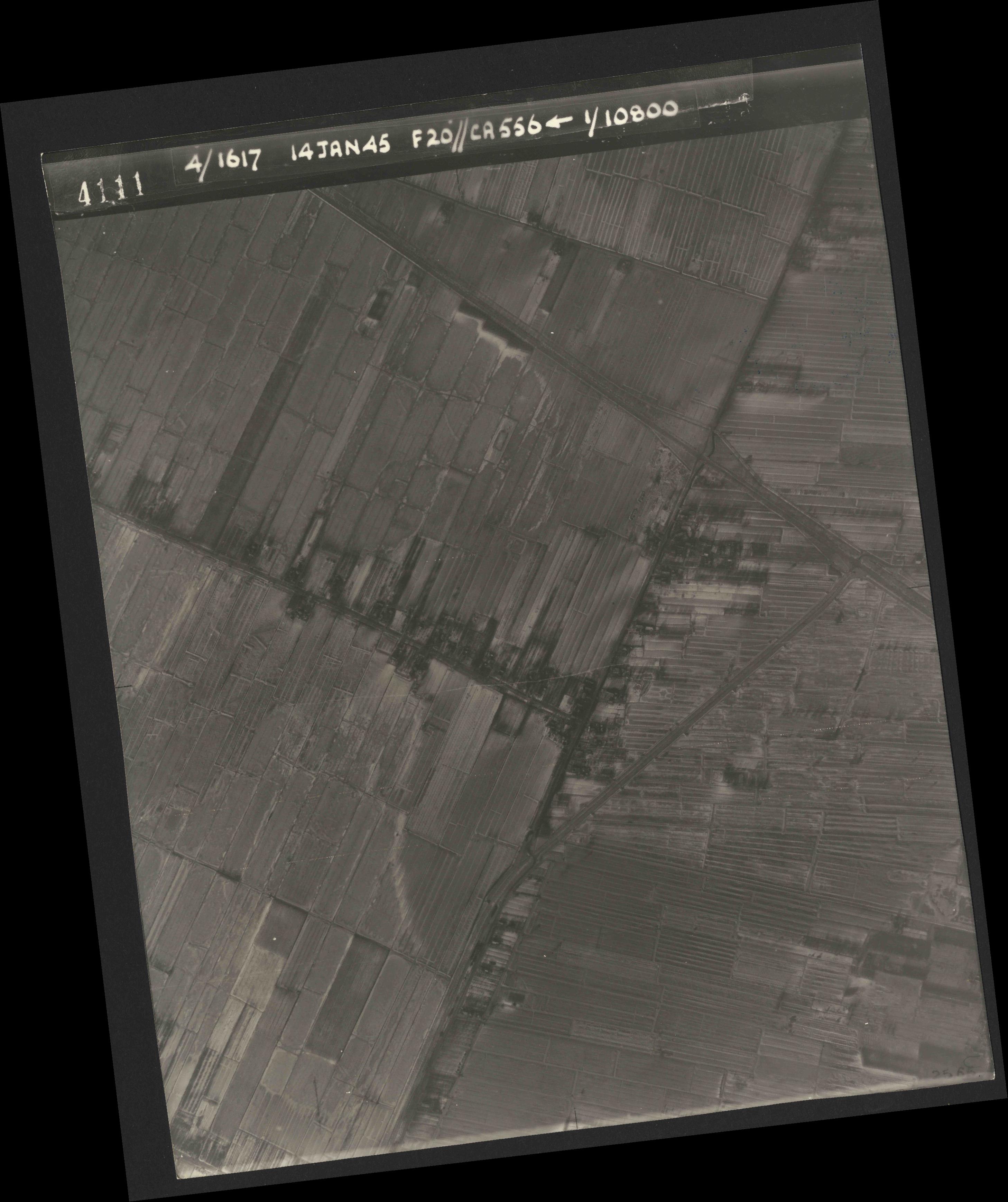Collection RAF aerial photos 1940-1945 - flight 060, run 02, photo 4111
