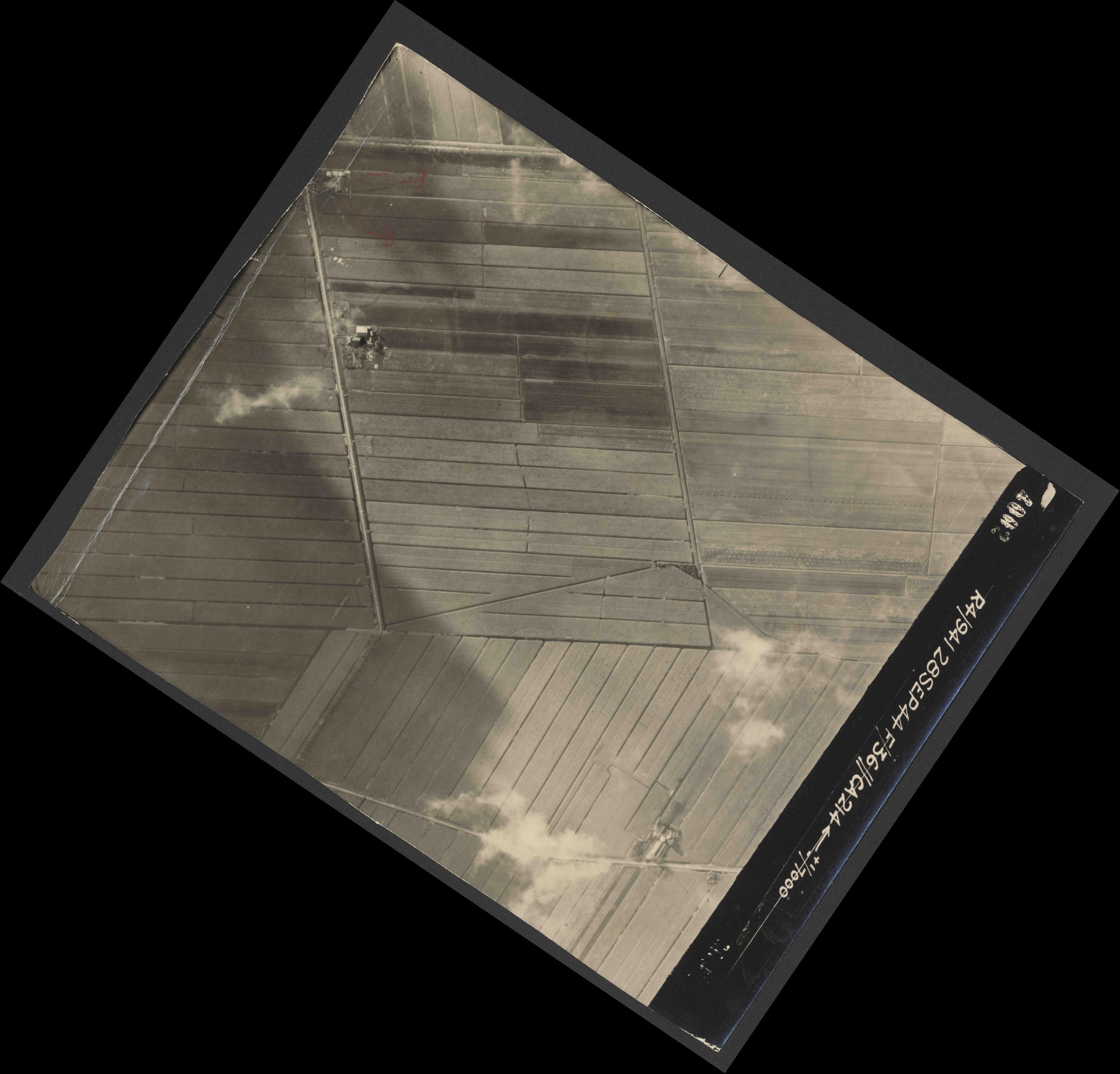 Collection RAF aerial photos 1940-1945 - flight 067, run 01, photo 4002