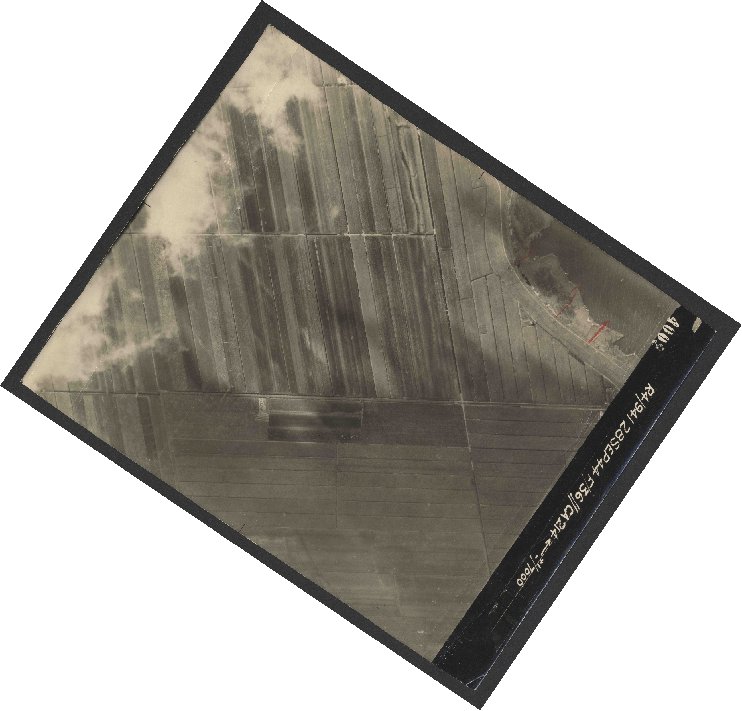 Collection RAF aerial photos 1940-1945 - flight 067, run 01, photo 4009