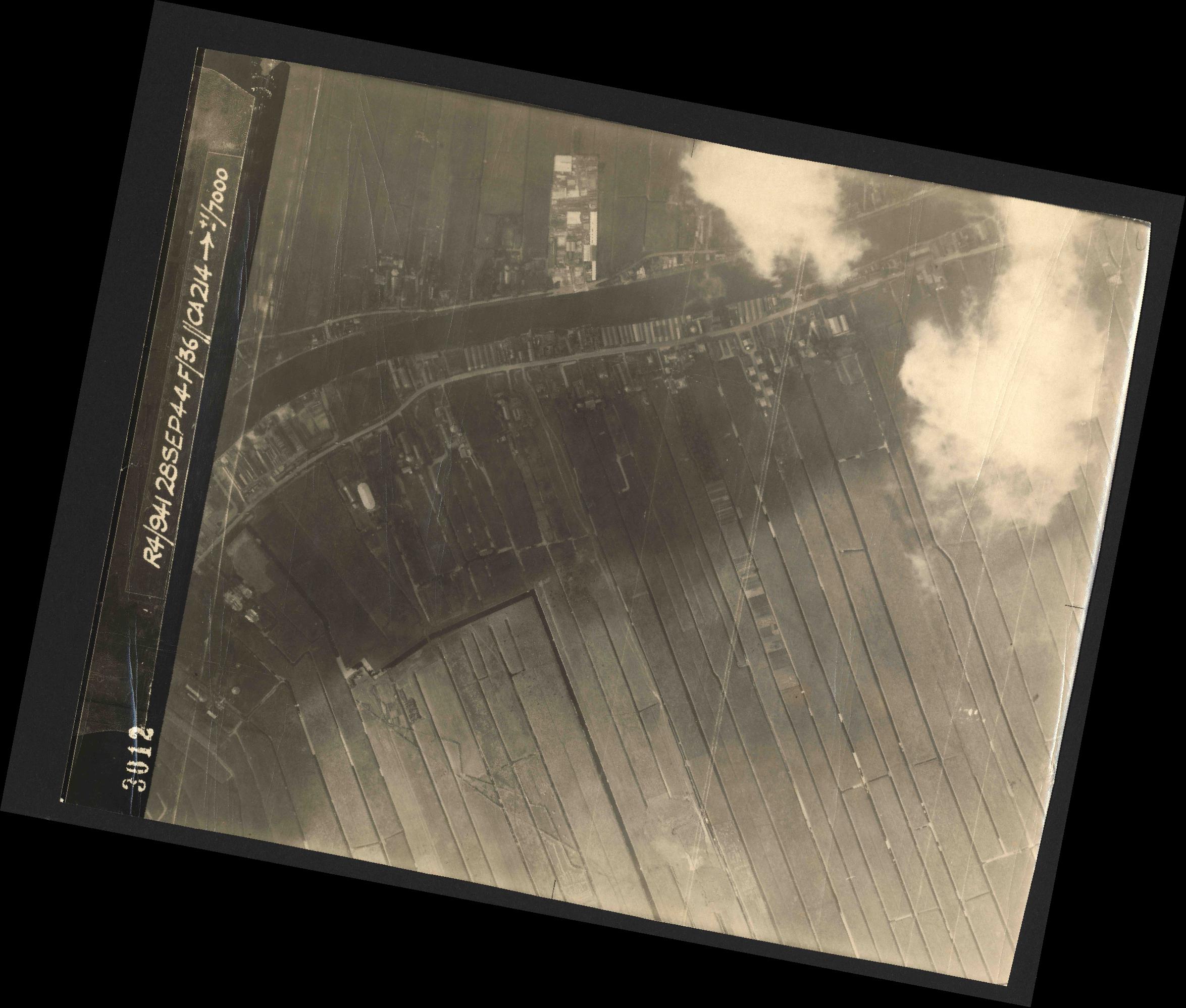 Collection RAF aerial photos 1940-1945 - flight 067, run 03, photo 3012
