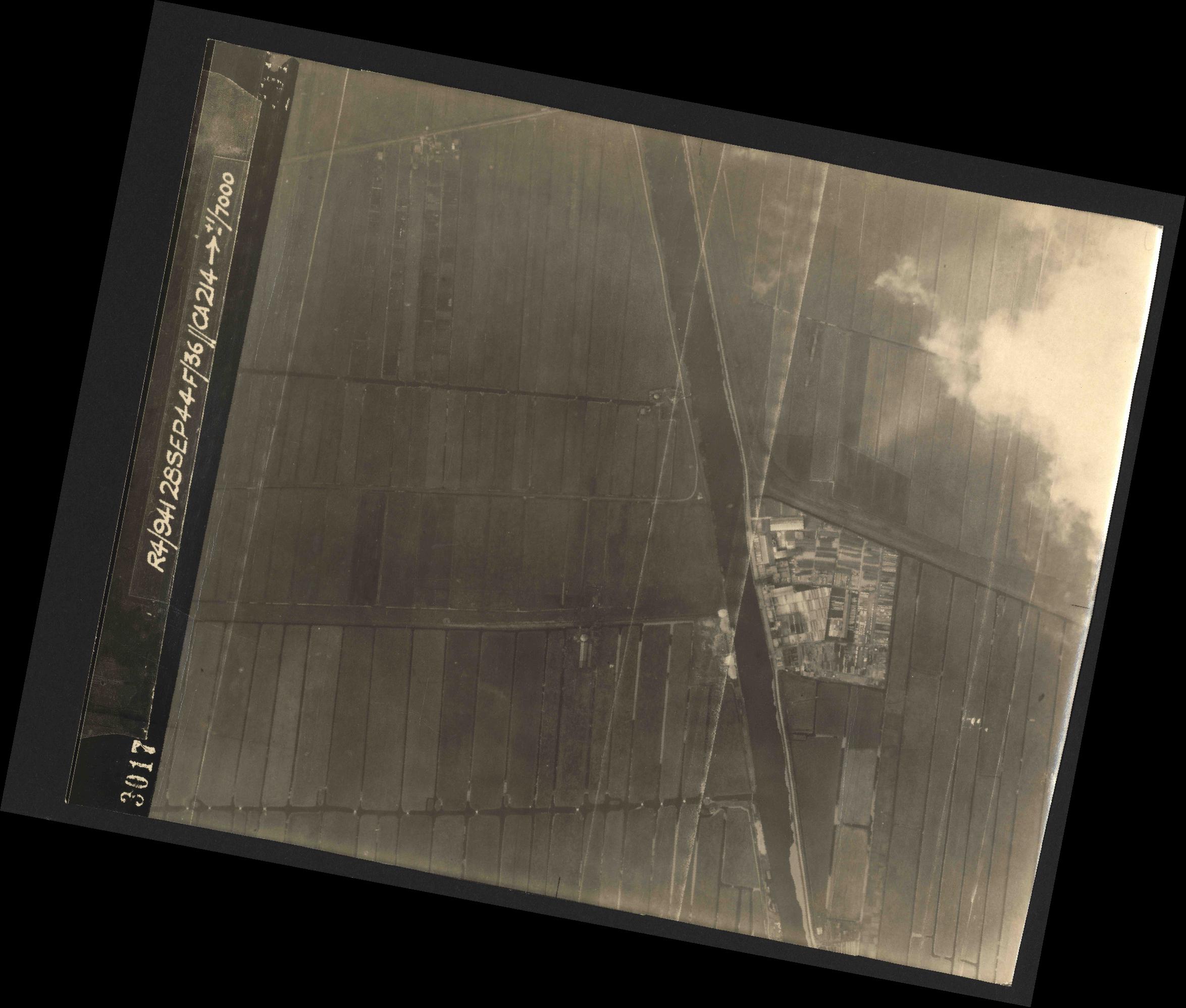 Collection RAF aerial photos 1940-1945 - flight 067, run 03, photo 3017