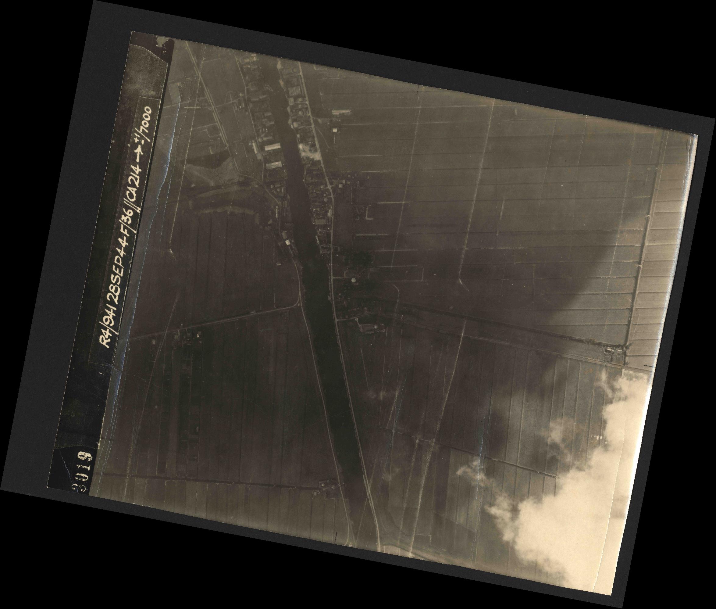 Collection RAF aerial photos 1940-1945 - flight 067, run 03, photo 3019