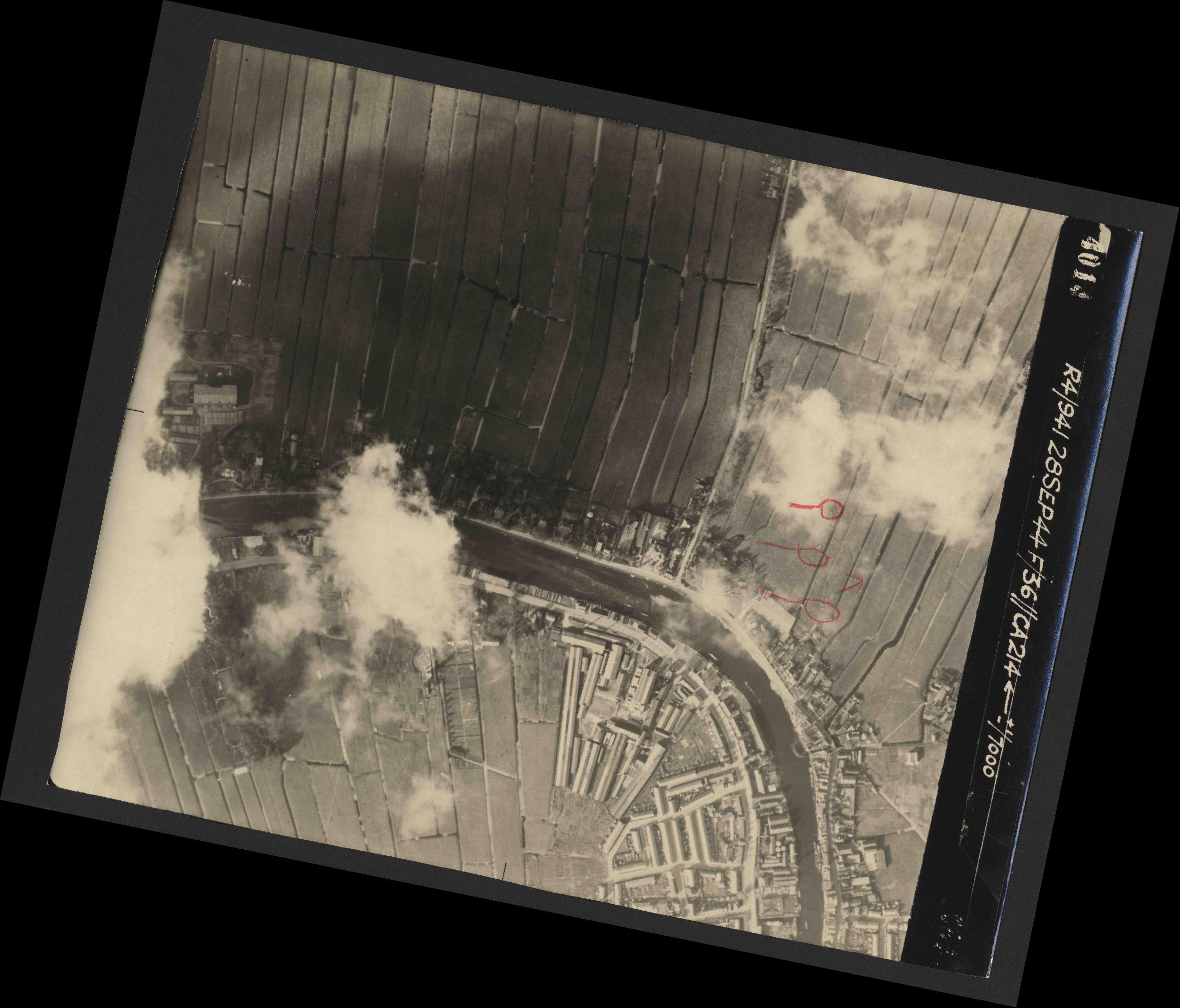 Collection RAF aerial photos 1940-1945 - flight 067, run 04, photo 4014