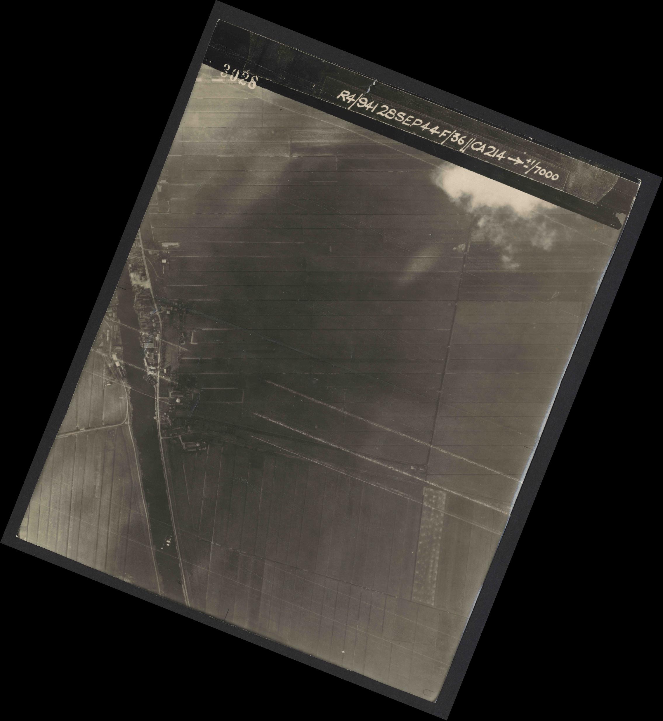 Collection RAF aerial photos 1940-1945 - flight 067, run 05, photo 3028