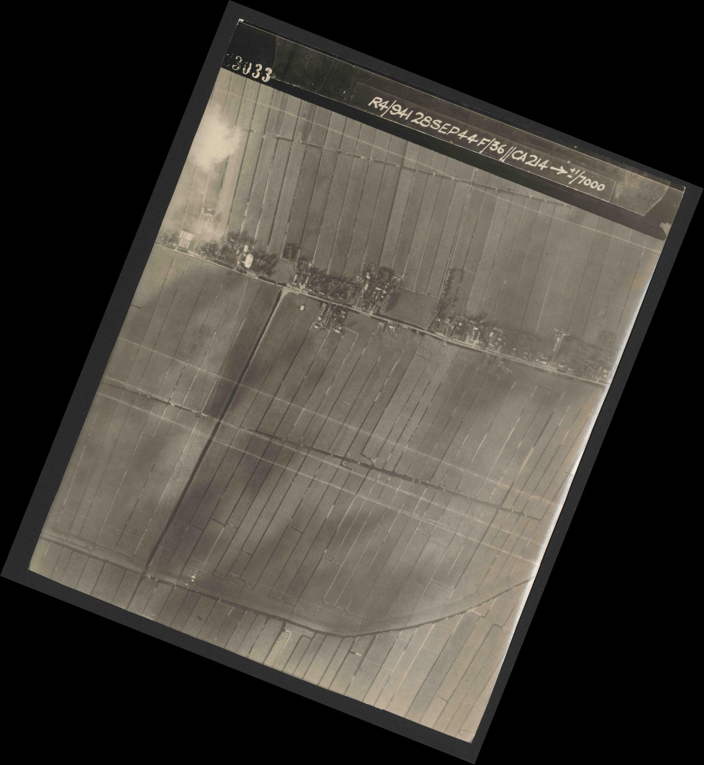 Collection RAF aerial photos 1940-1945 - flight 067, run 05, photo 3033