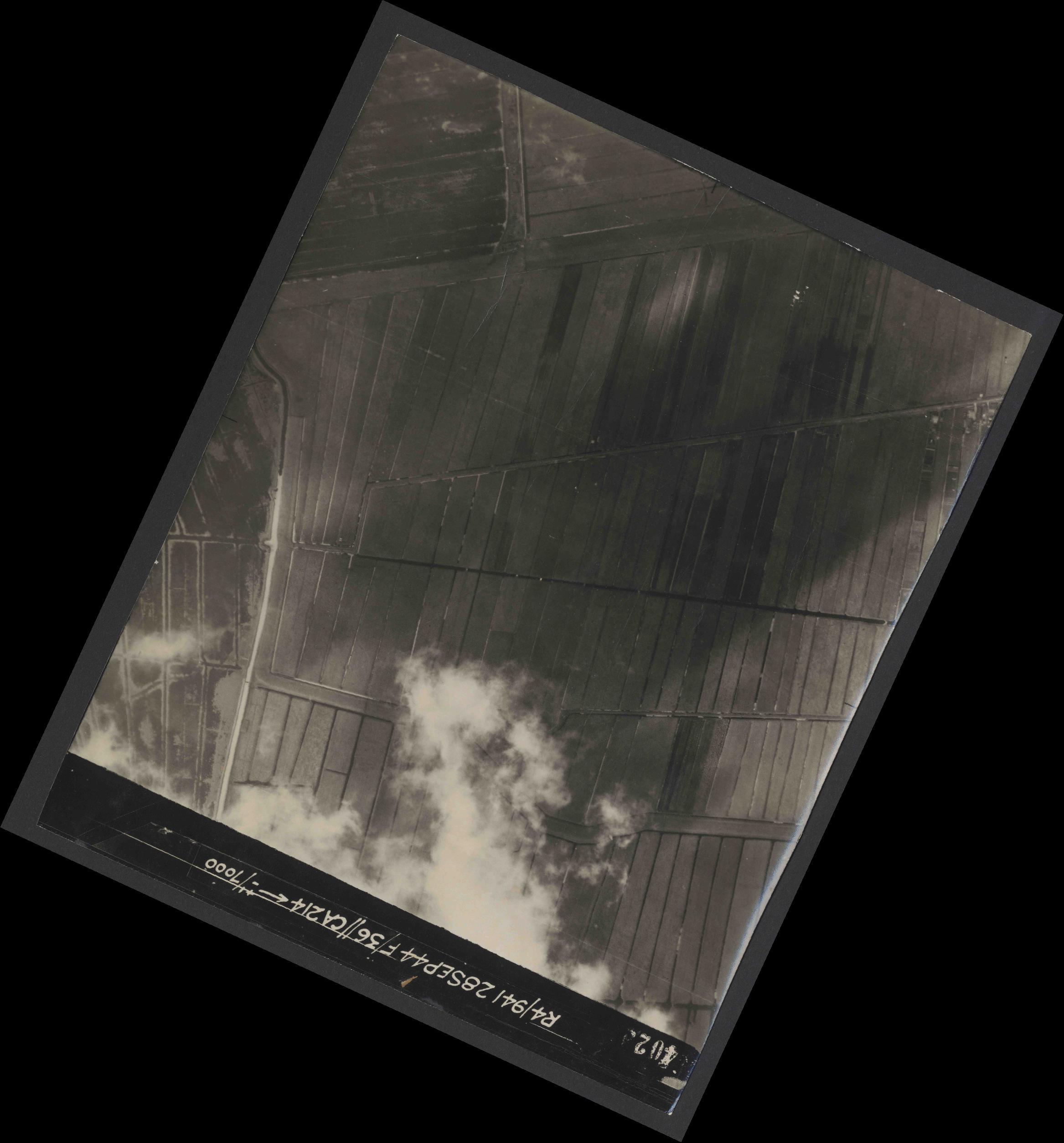 Collection RAF aerial photos 1940-1945 - flight 067, run 06, photo 4024