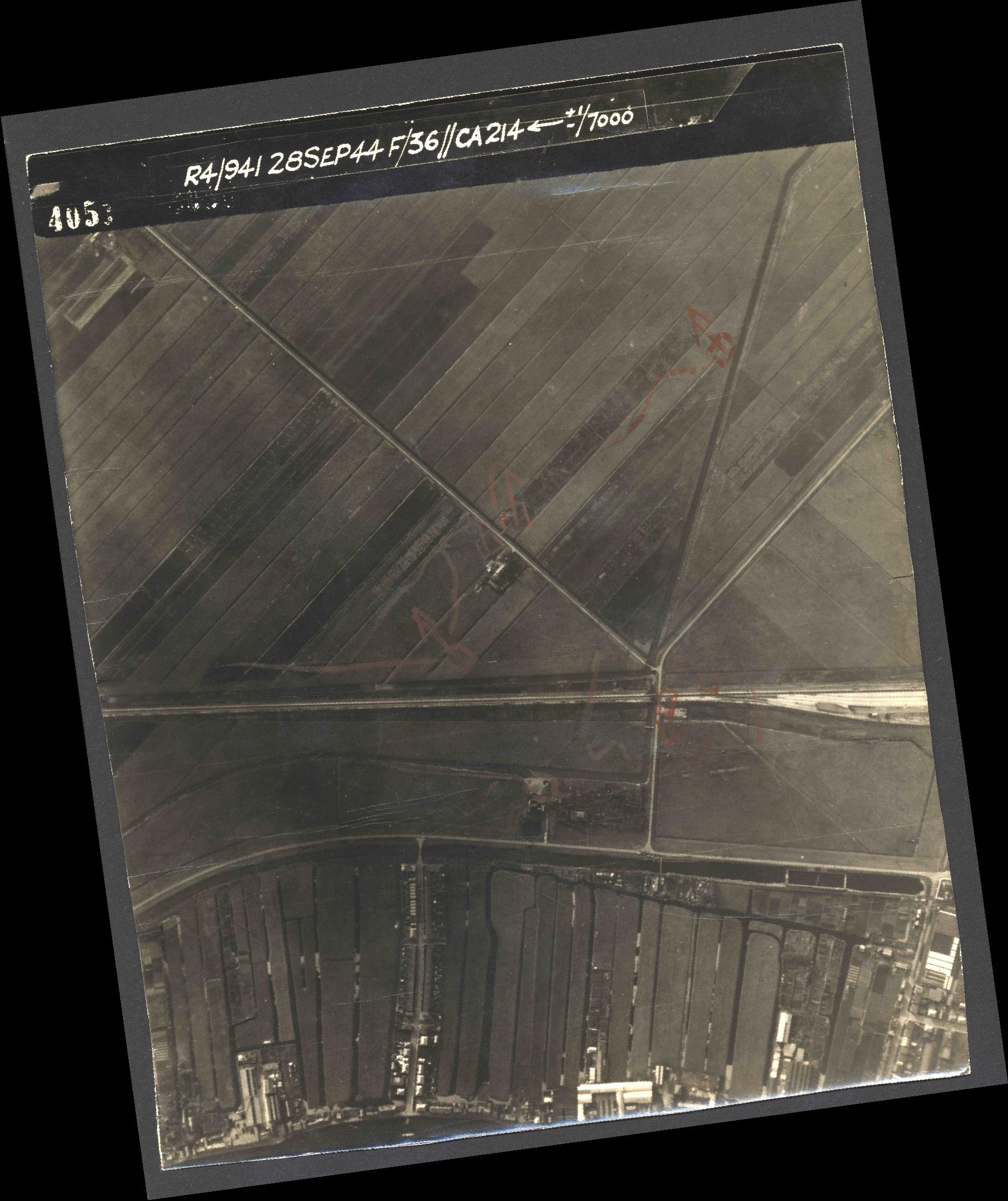 Collection RAF aerial photos 1940-1945 - flight 067, run 07, photo 4051