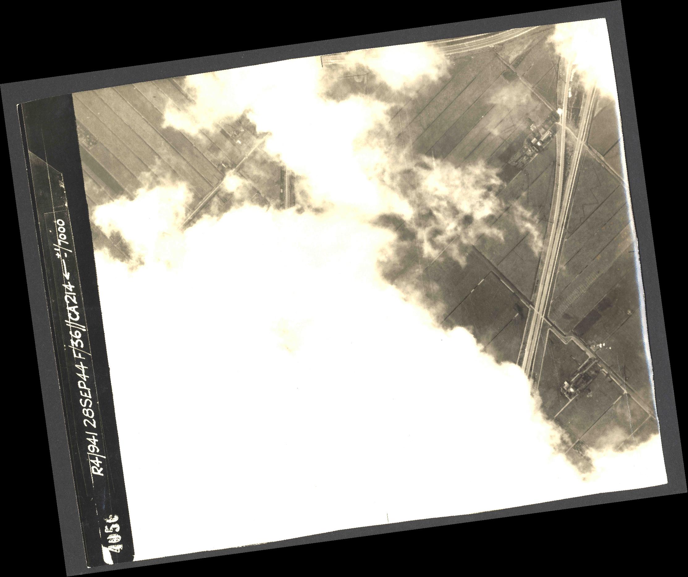 Collection RAF aerial photos 1940-1945 - flight 067, run 07, photo 4056