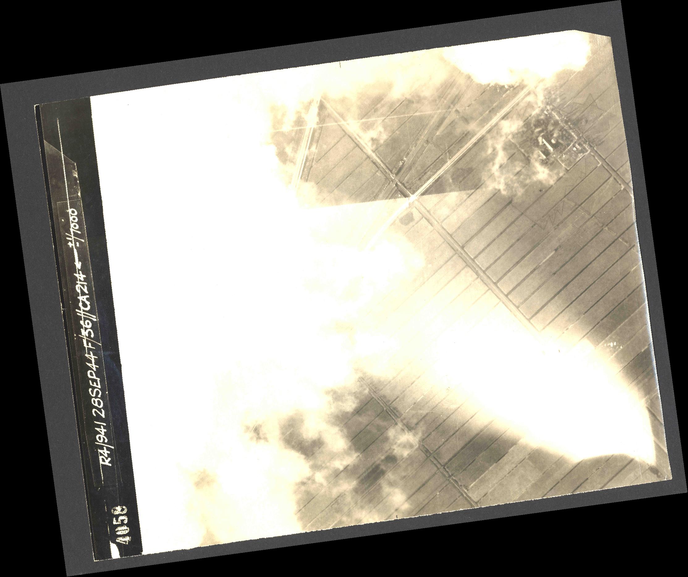 Collection RAF aerial photos 1940-1945 - flight 067, run 07, photo 4058