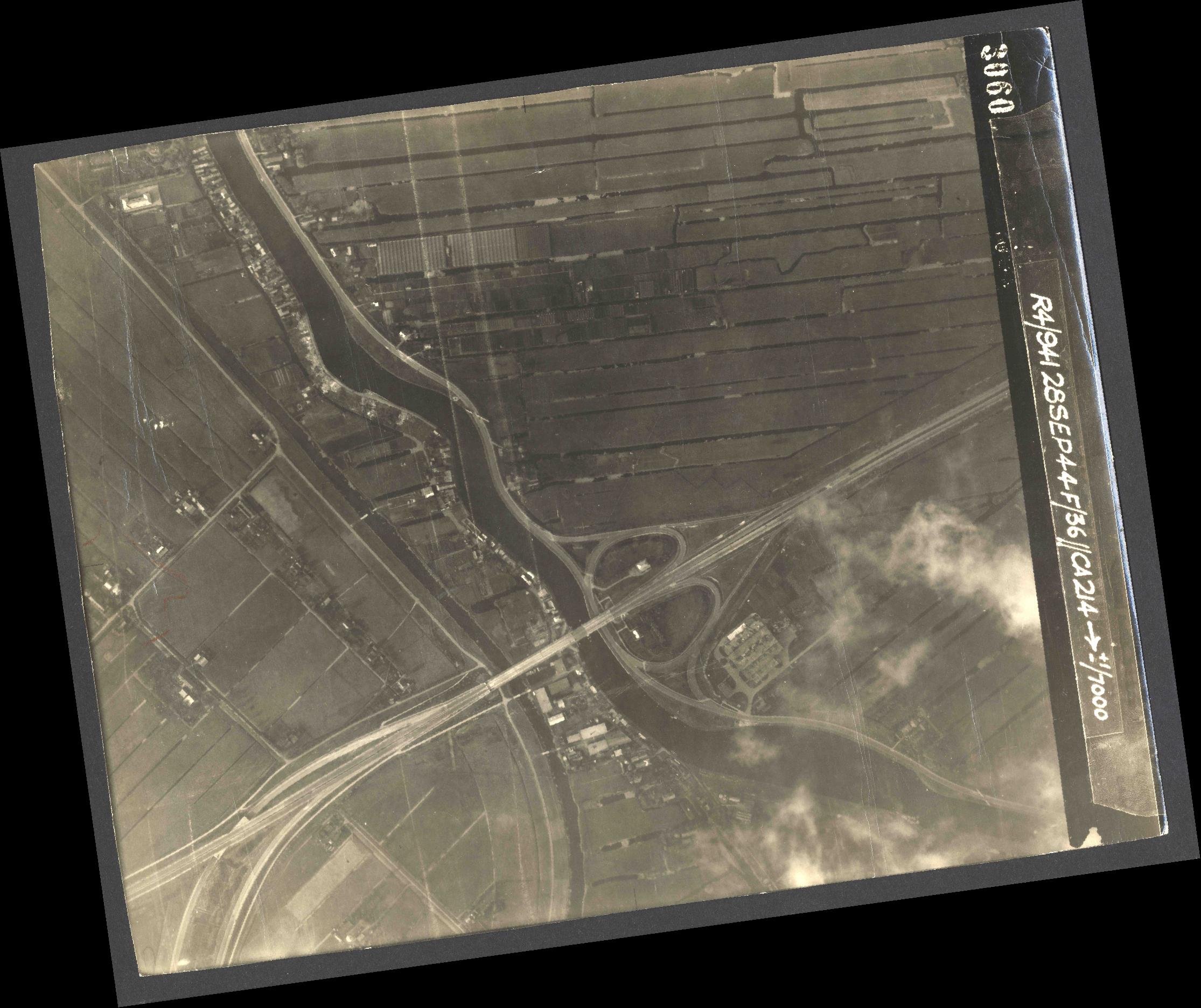 Collection RAF aerial photos 1940-1945 - flight 067, run 08, photo 3060