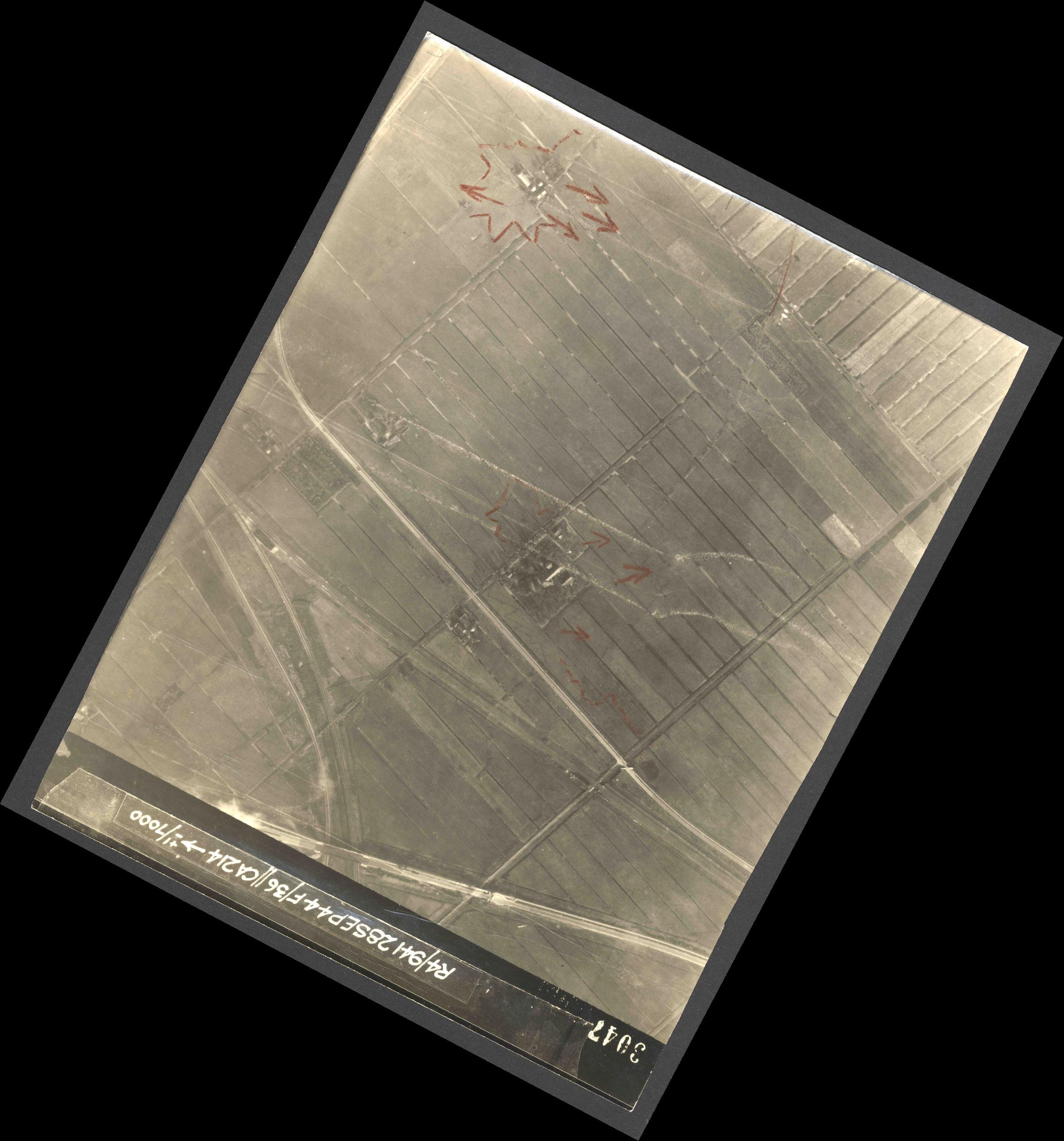 Collection RAF aerial photos 1940-1945 - flight 067, run 09, photo 4047