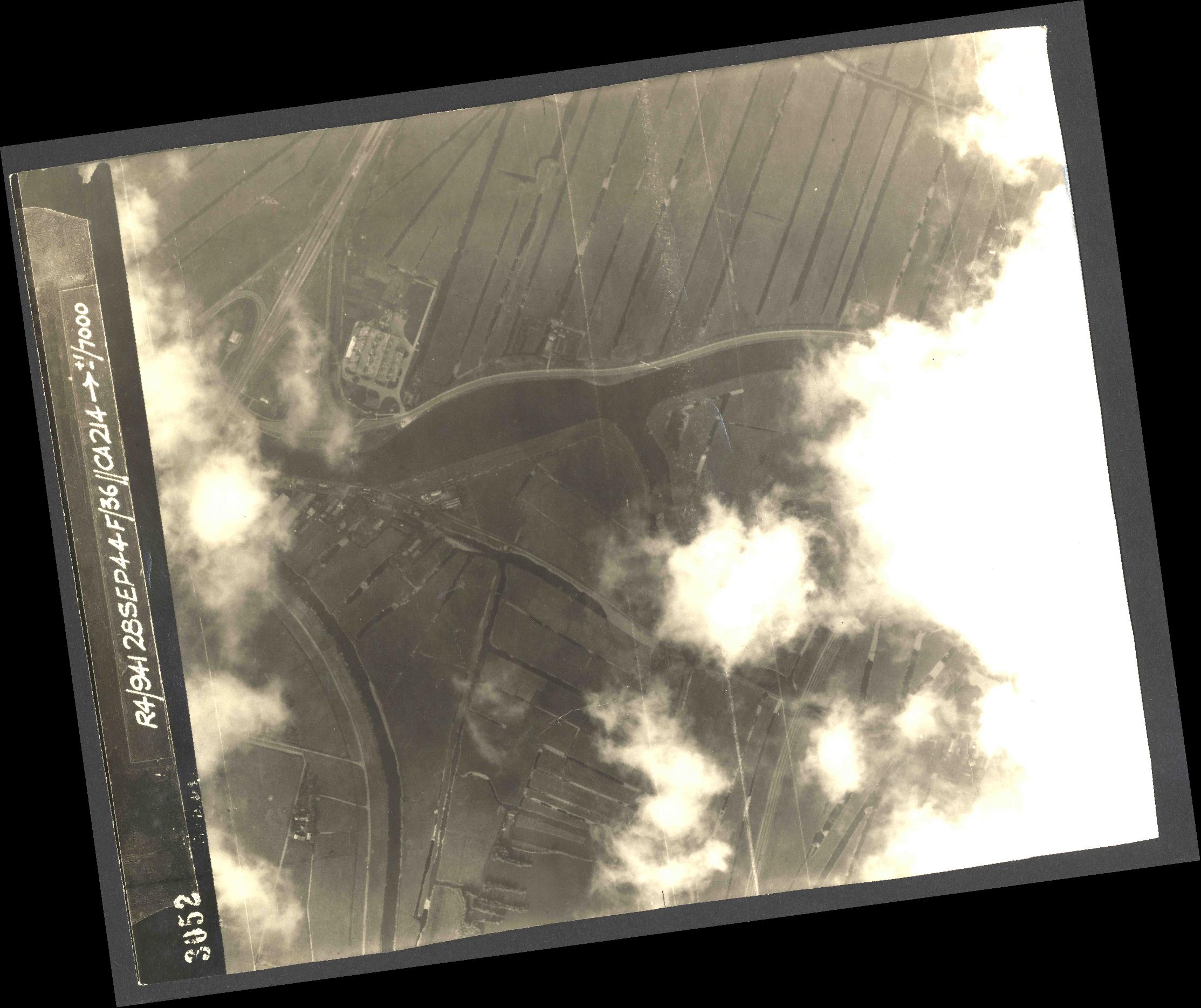 Collection RAF aerial photos 1940-1945 - flight 067, run 09, photo 4052