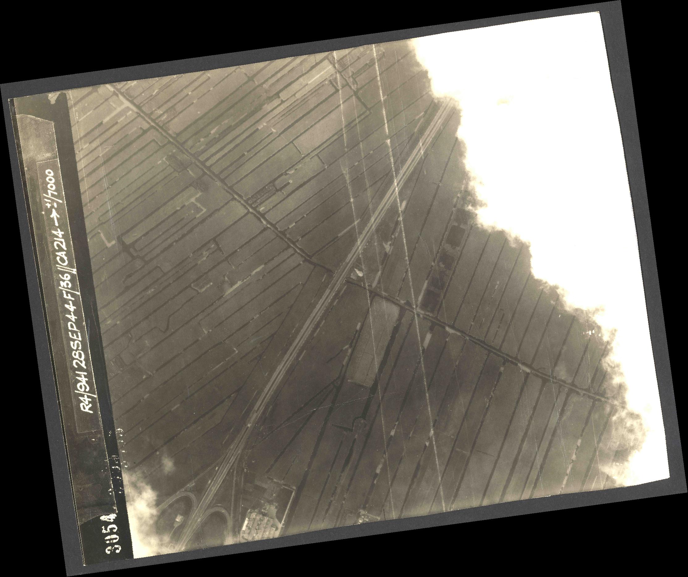 Collection RAF aerial photos 1940-1945 - flight 067, run 09, photo 4054