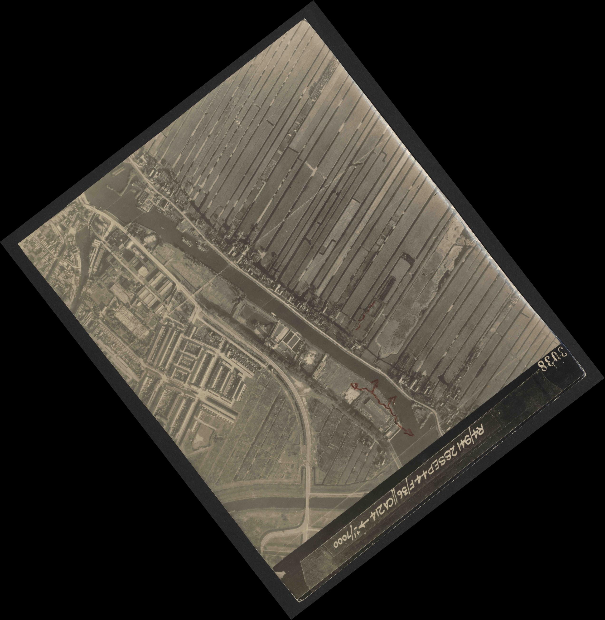 Collection RAF aerial photos 1940-1945 - flight 067, run 11, photo 3038