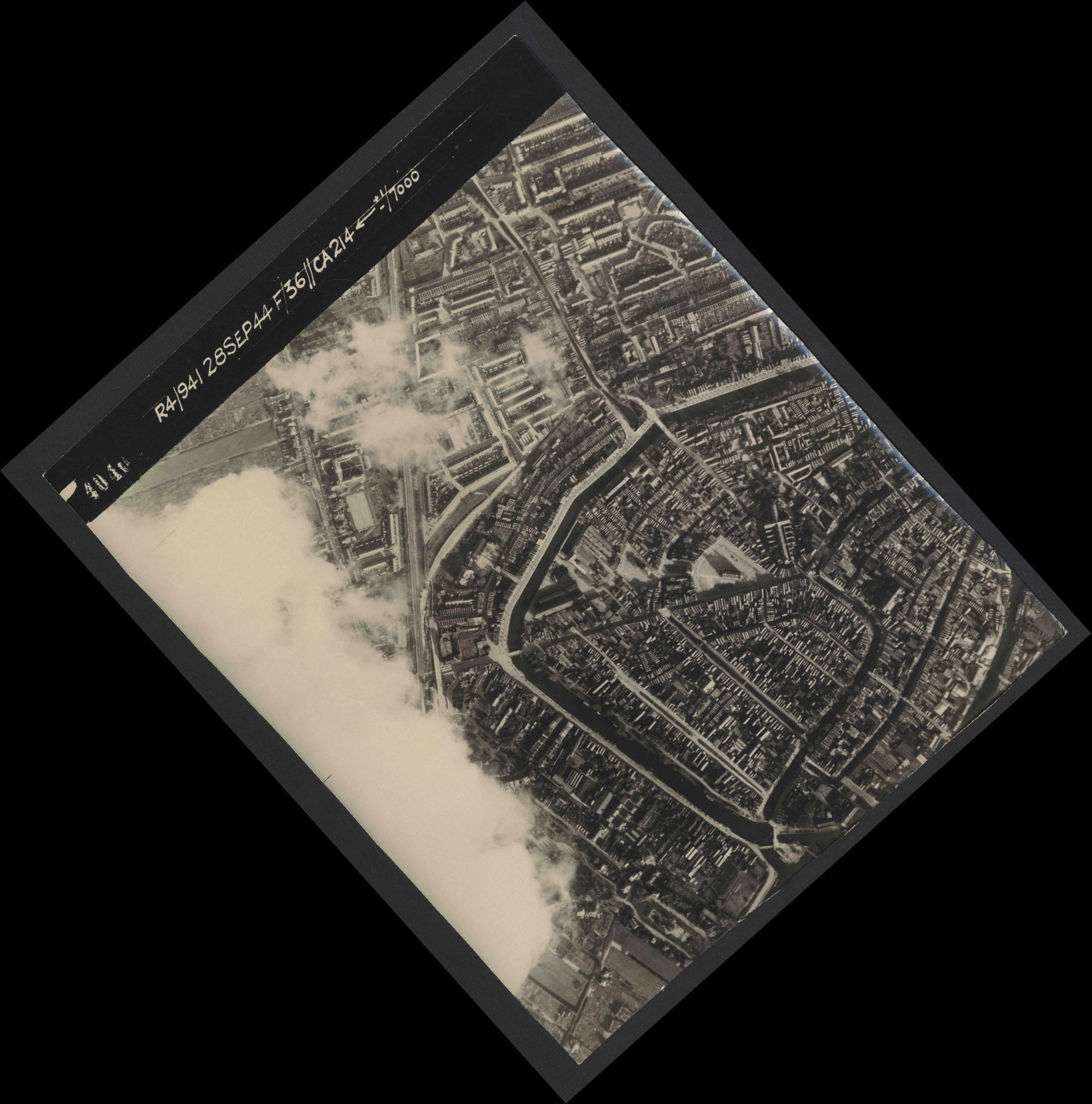 Collection RAF aerial photos 1940-1945 - flight 067, run 12, photo 4040