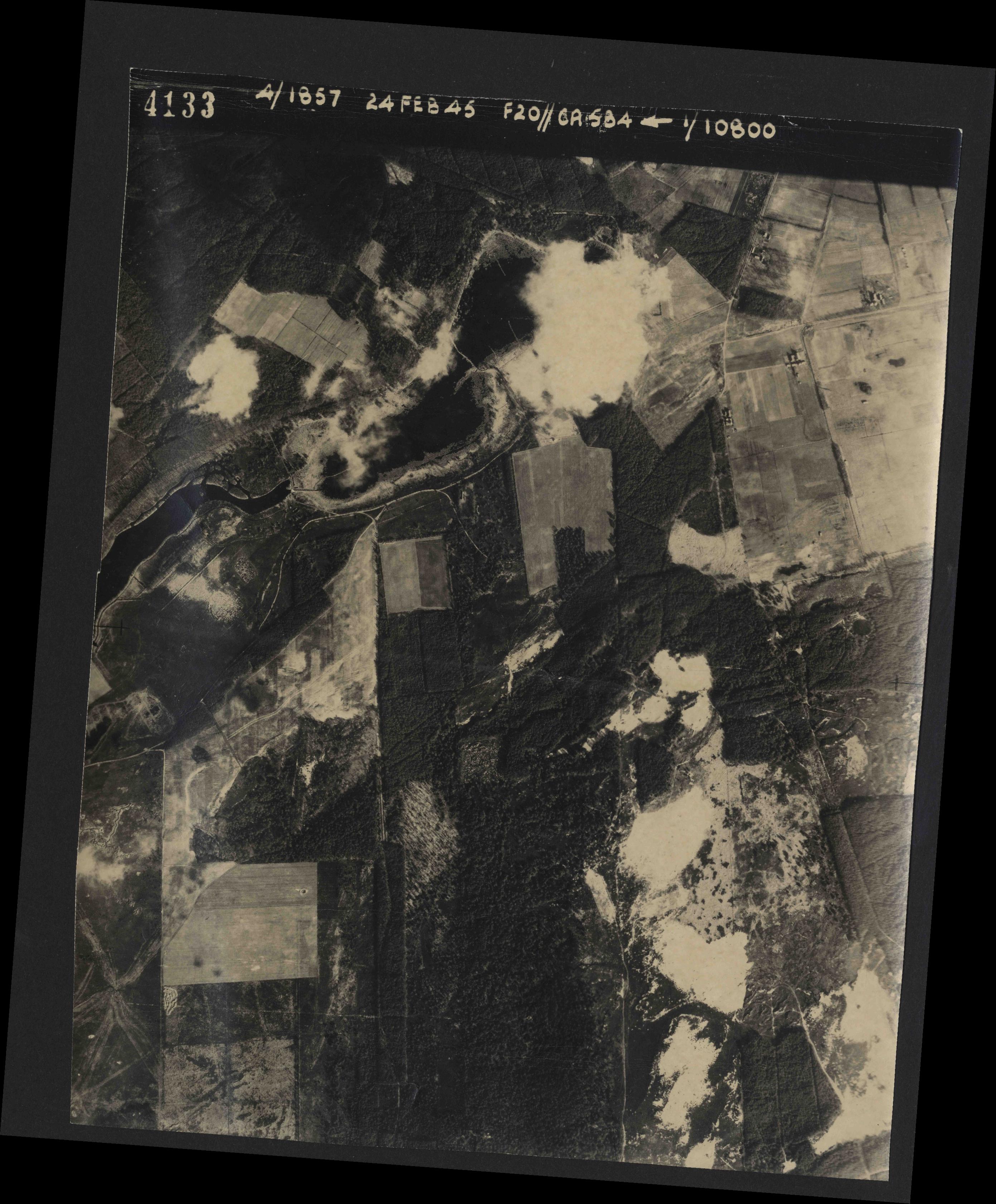 Collection RAF aerial photos 1940-1945 - flight 073, run 01, photo 4133