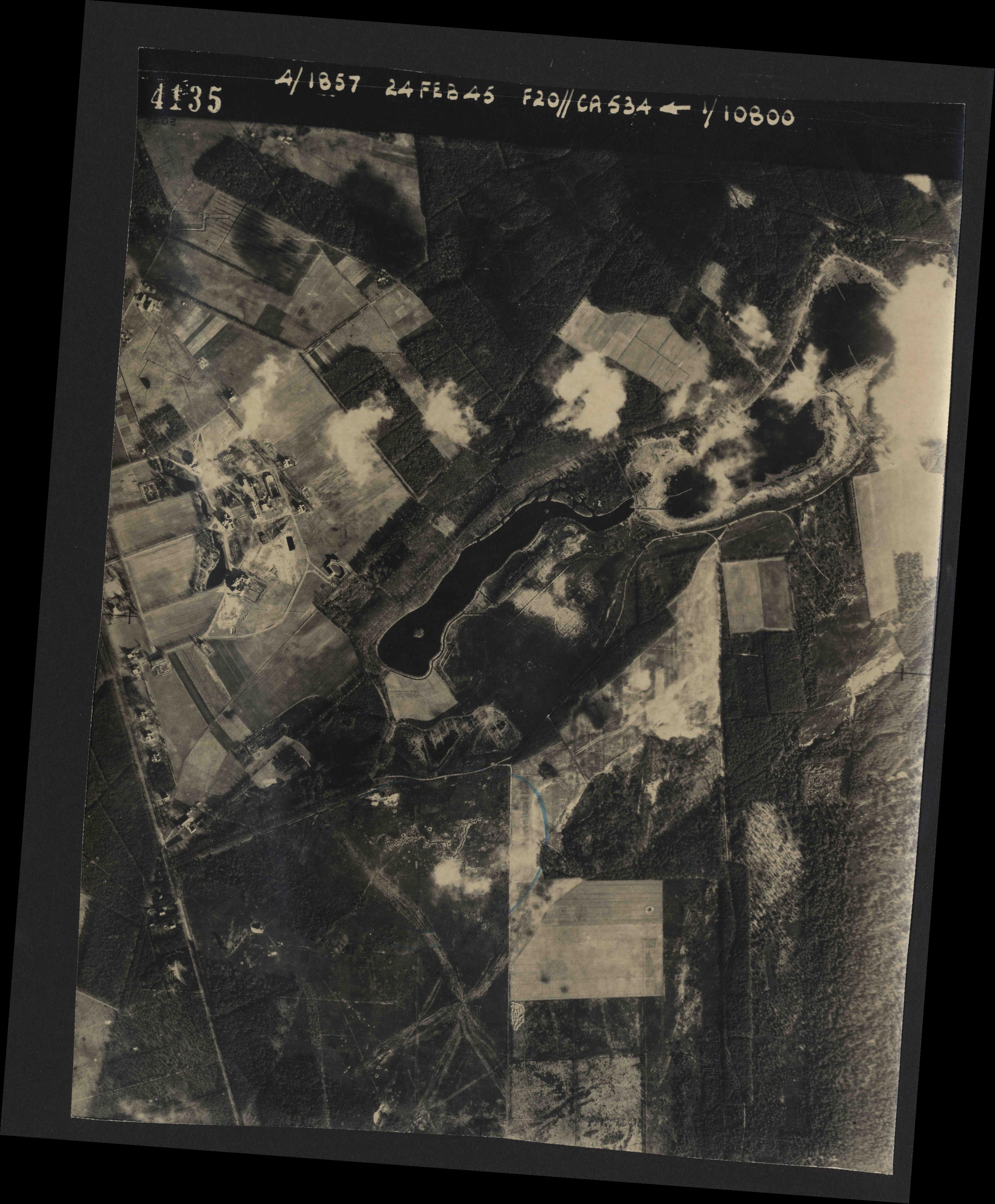 Collection RAF aerial photos 1940-1945 - flight 073, run 01, photo 4135
