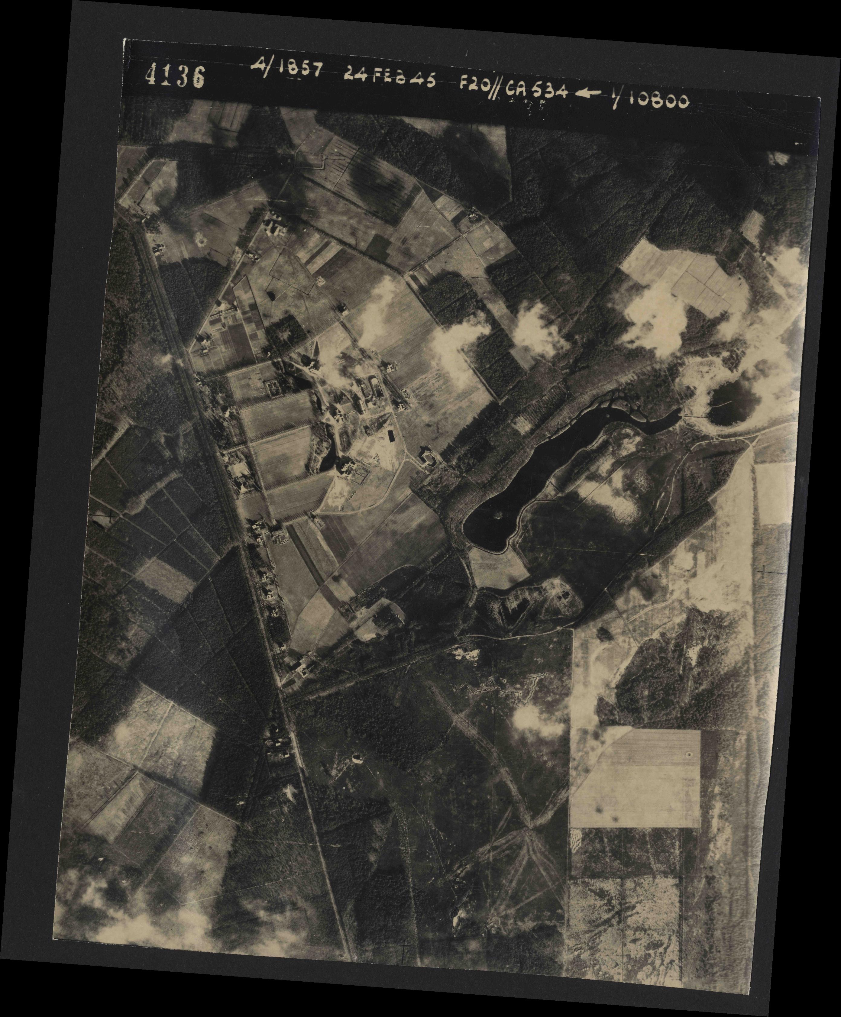 Collection RAF aerial photos 1940-1945 - flight 073, run 01, photo 4136