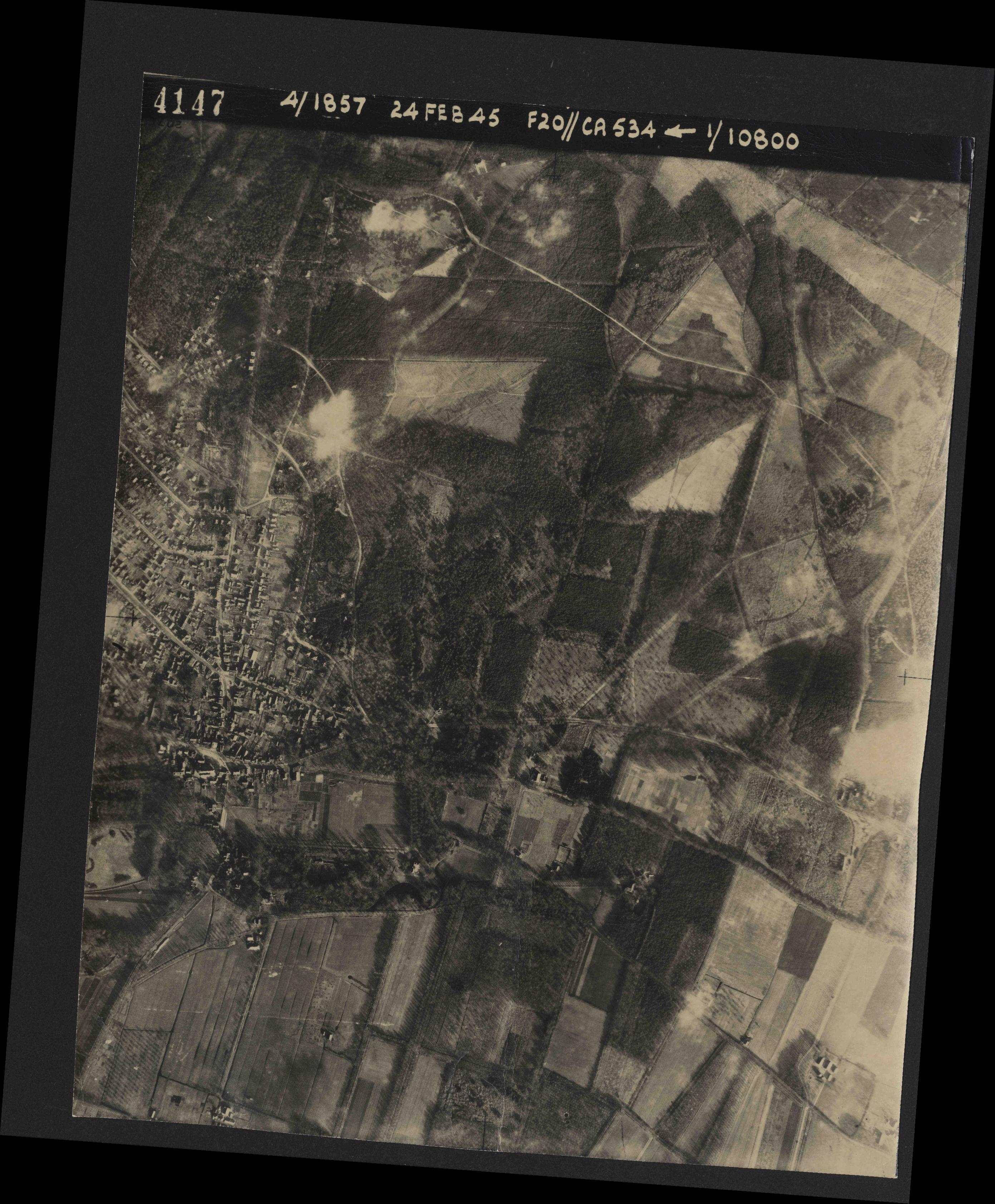 Collection RAF aerial photos 1940-1945 - flight 073, run 01, photo 4147