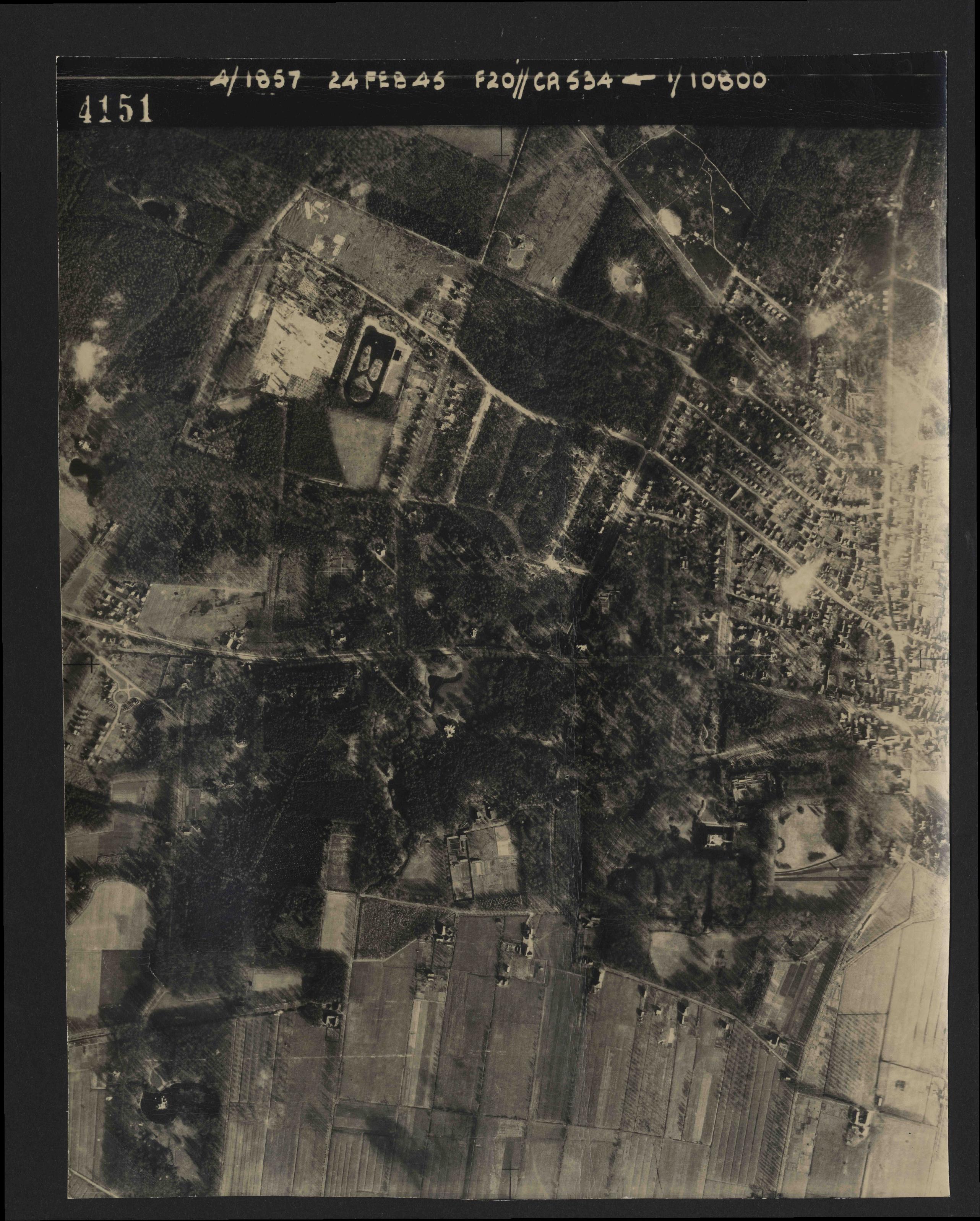 Collection RAF aerial photos 1940-1945 - flight 073, run 01, photo 4151