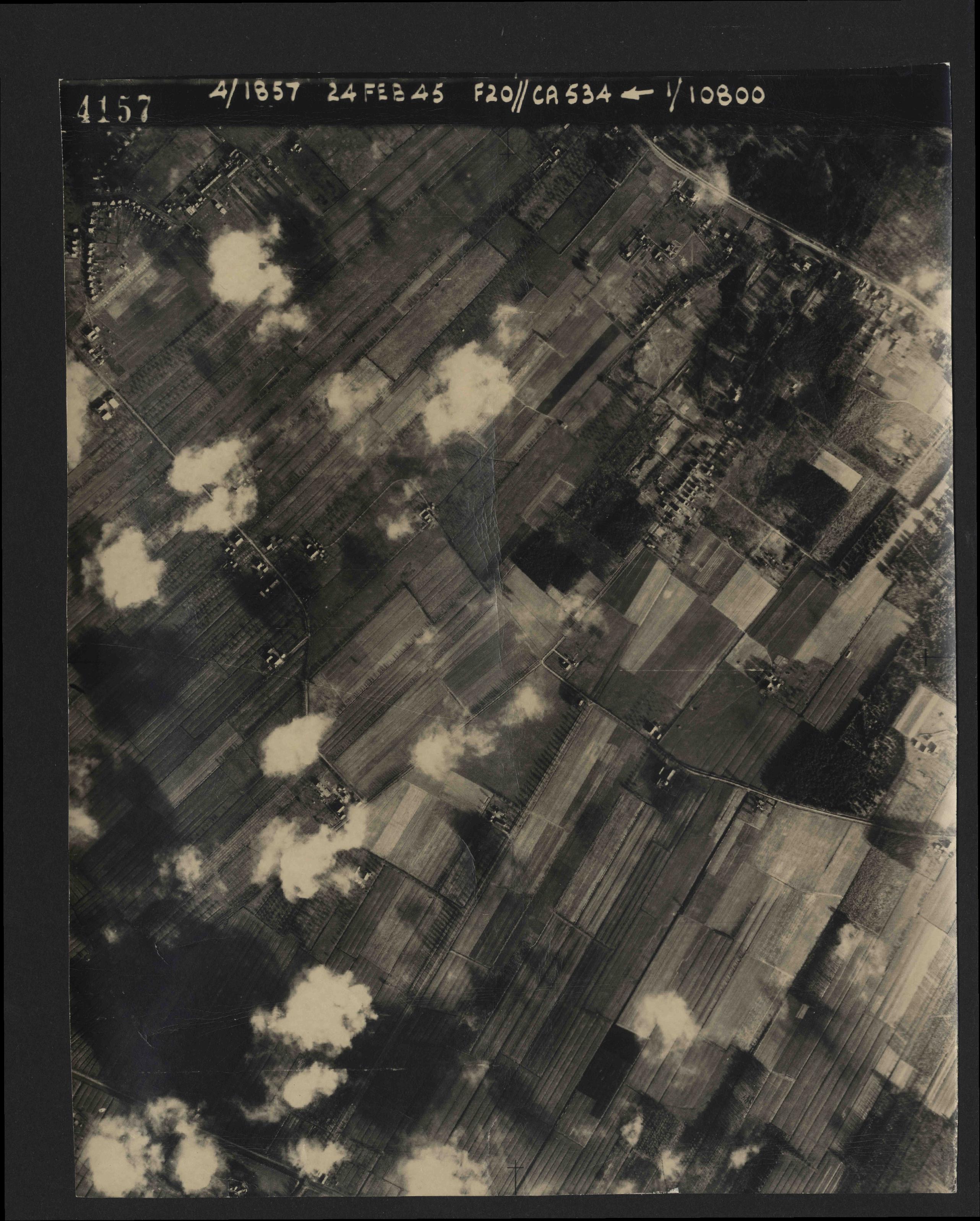 Collection RAF aerial photos 1940-1945 - flight 073, run 01, photo 4157