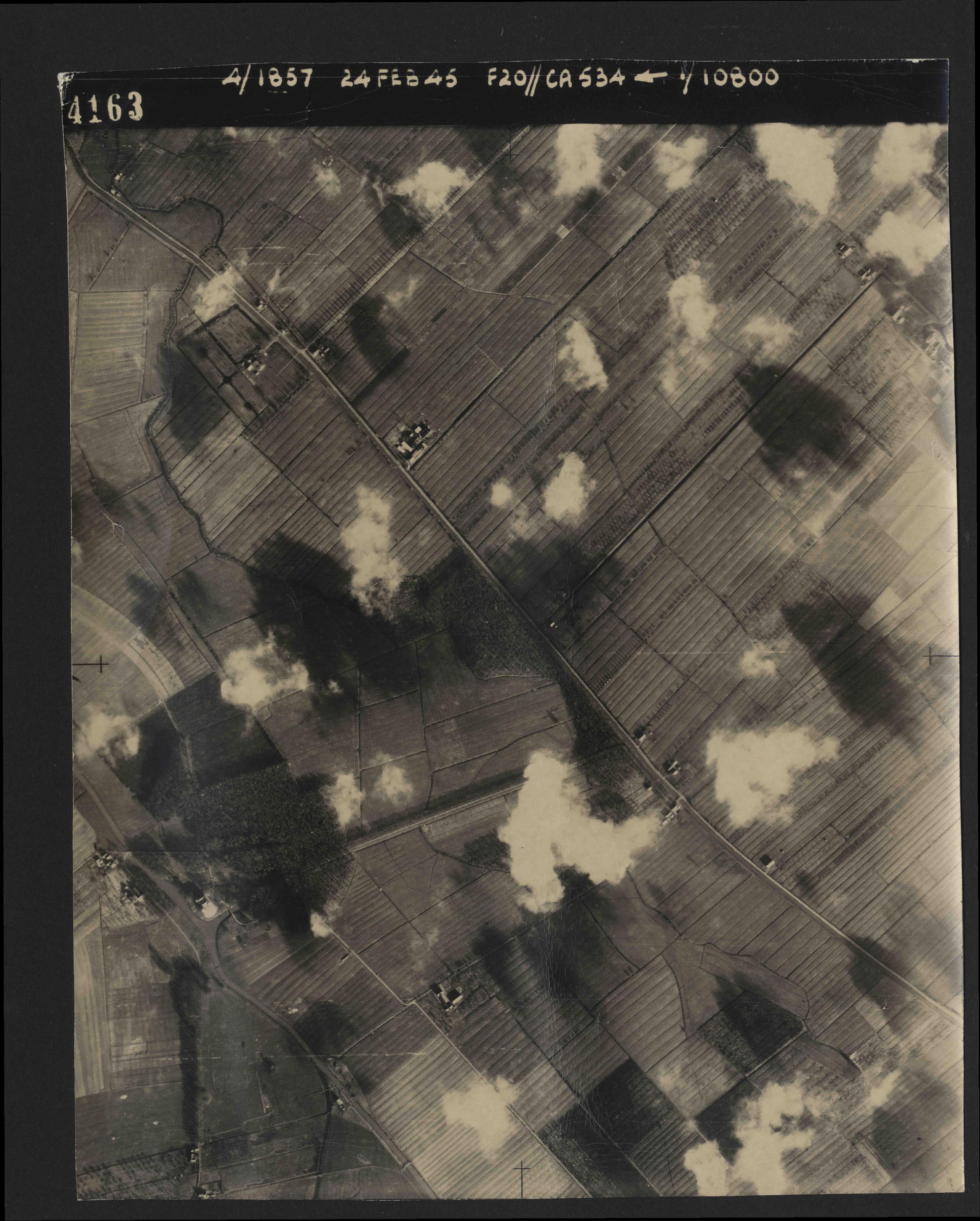 Collection RAF aerial photos 1940-1945 - flight 073, run 01, photo 4163