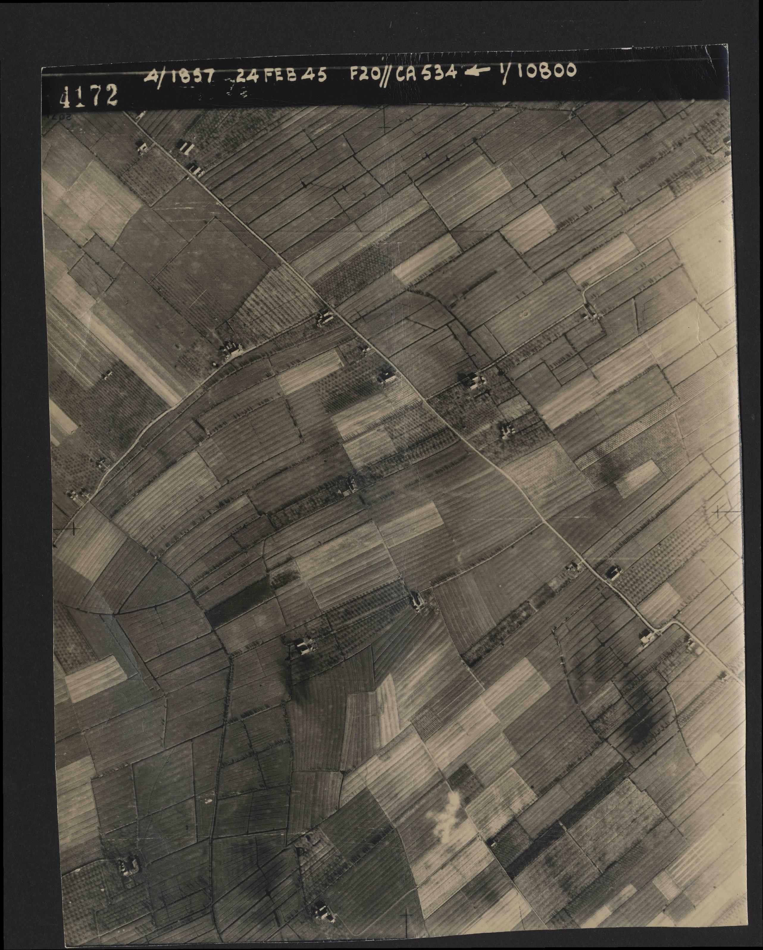 Collection RAF aerial photos 1940-1945 - flight 073, run 01, photo 4172