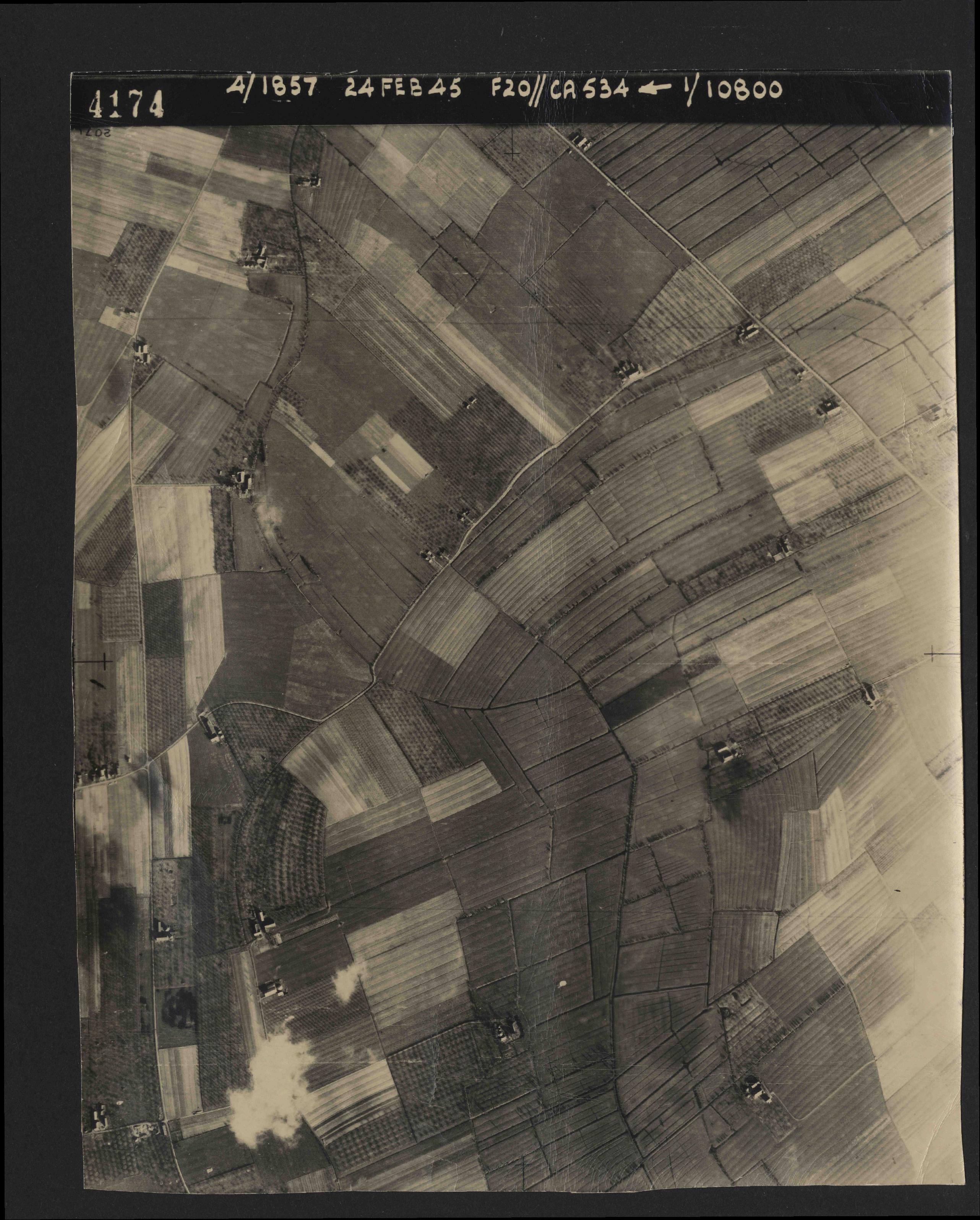Collection RAF aerial photos 1940-1945 - flight 073, run 01, photo 4174