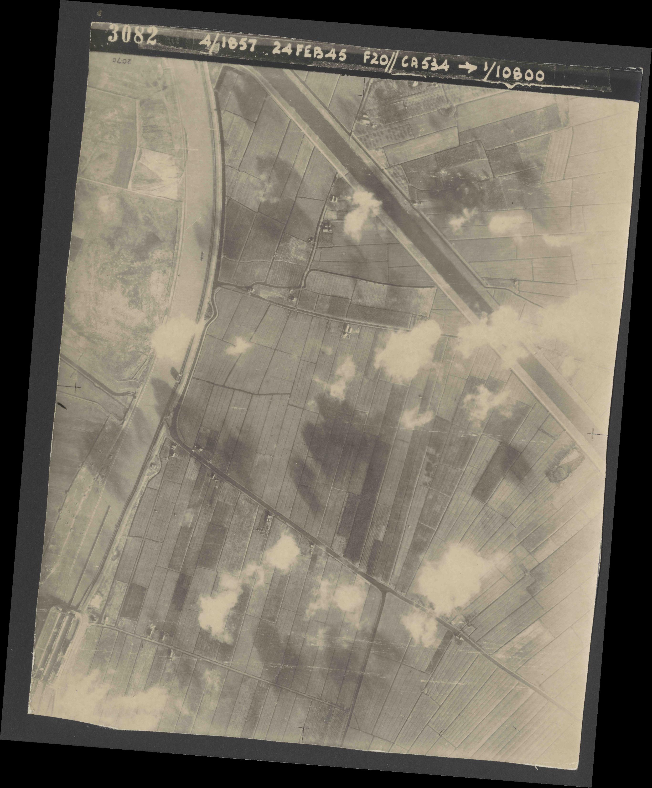 Collection RAF aerial photos 1940-1945 - flight 073, run 02, photo 3082