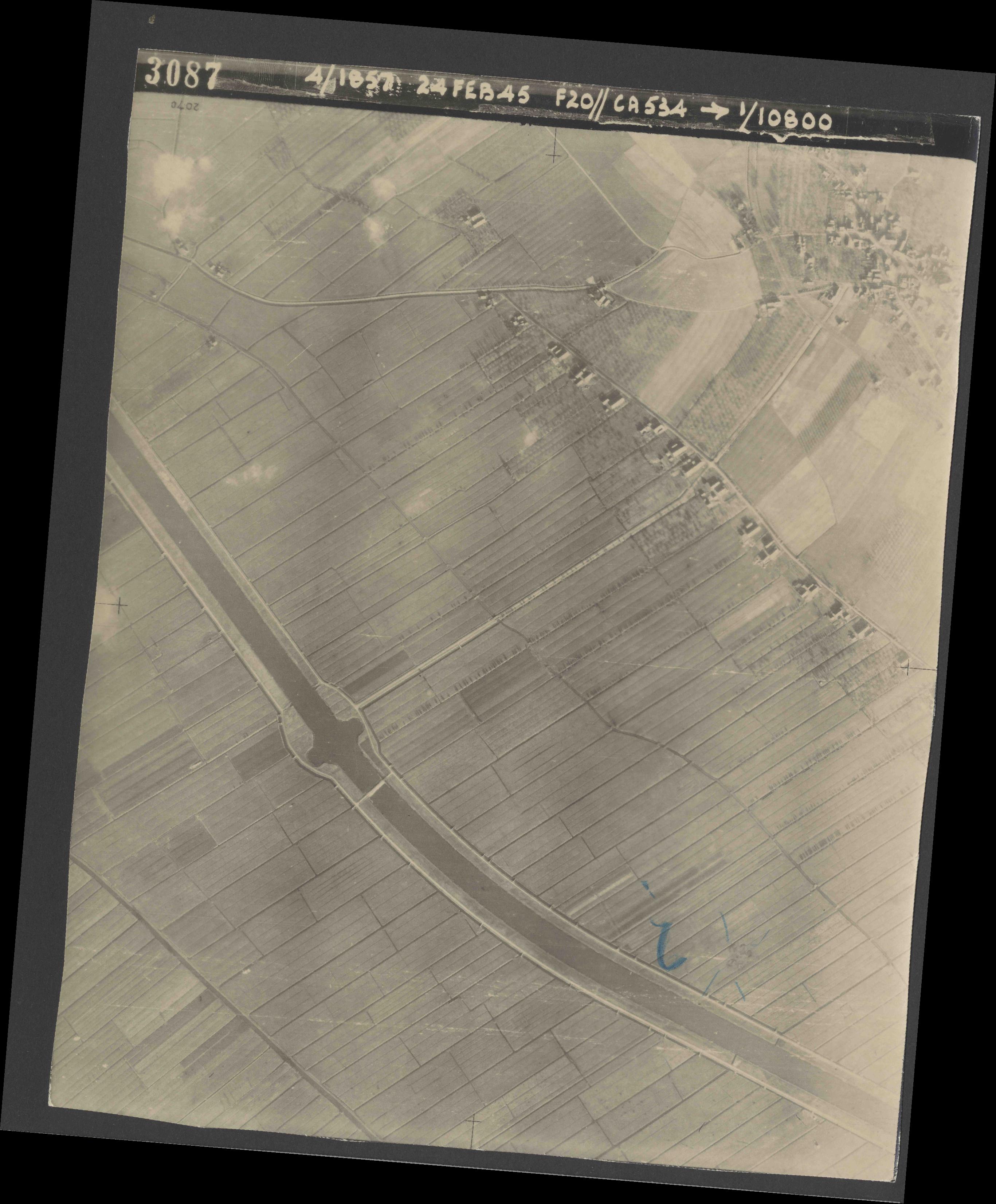 Collection RAF aerial photos 1940-1945 - flight 073, run 02, photo 3087