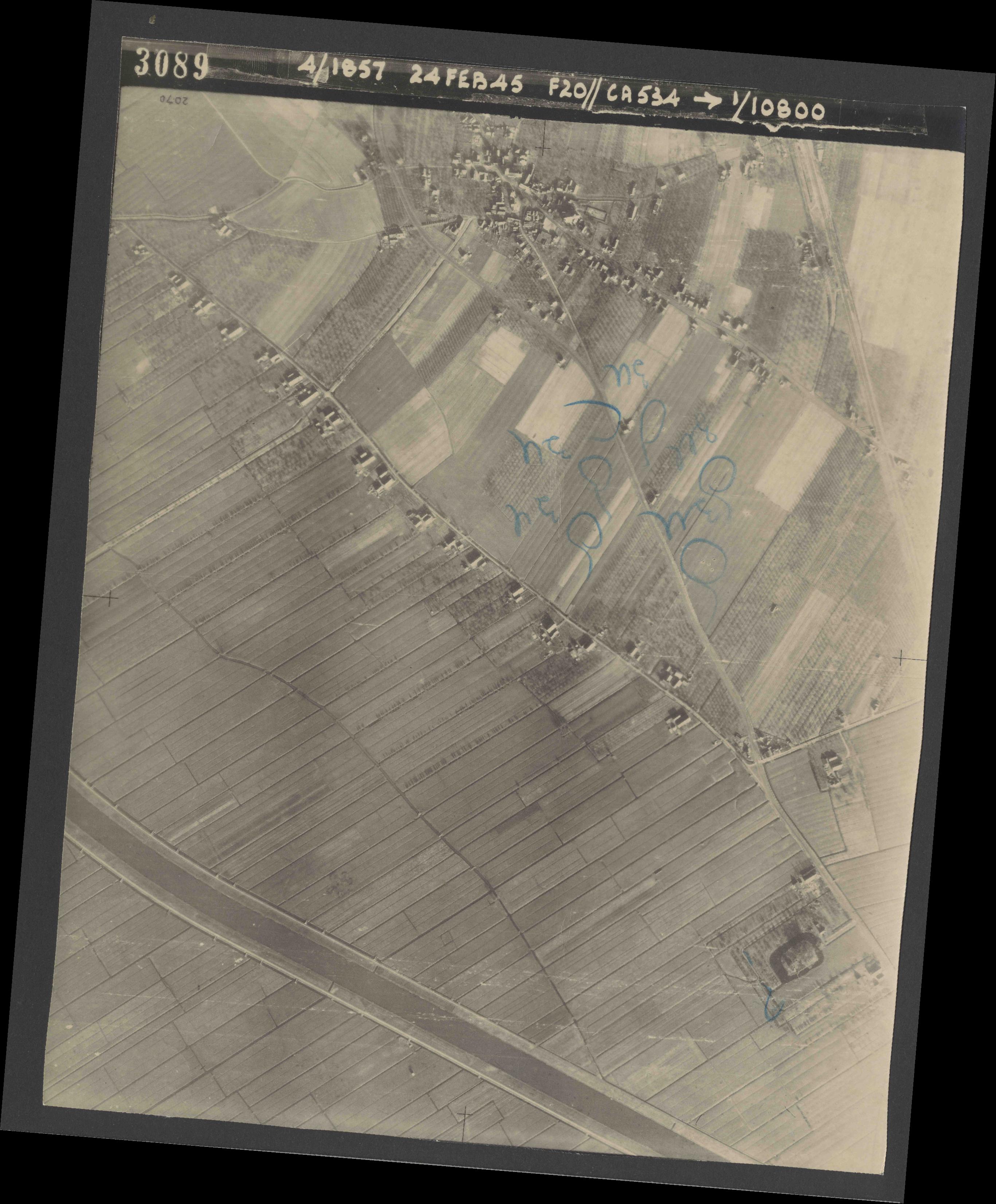 Collection RAF aerial photos 1940-1945 - flight 073, run 02, photo 3089