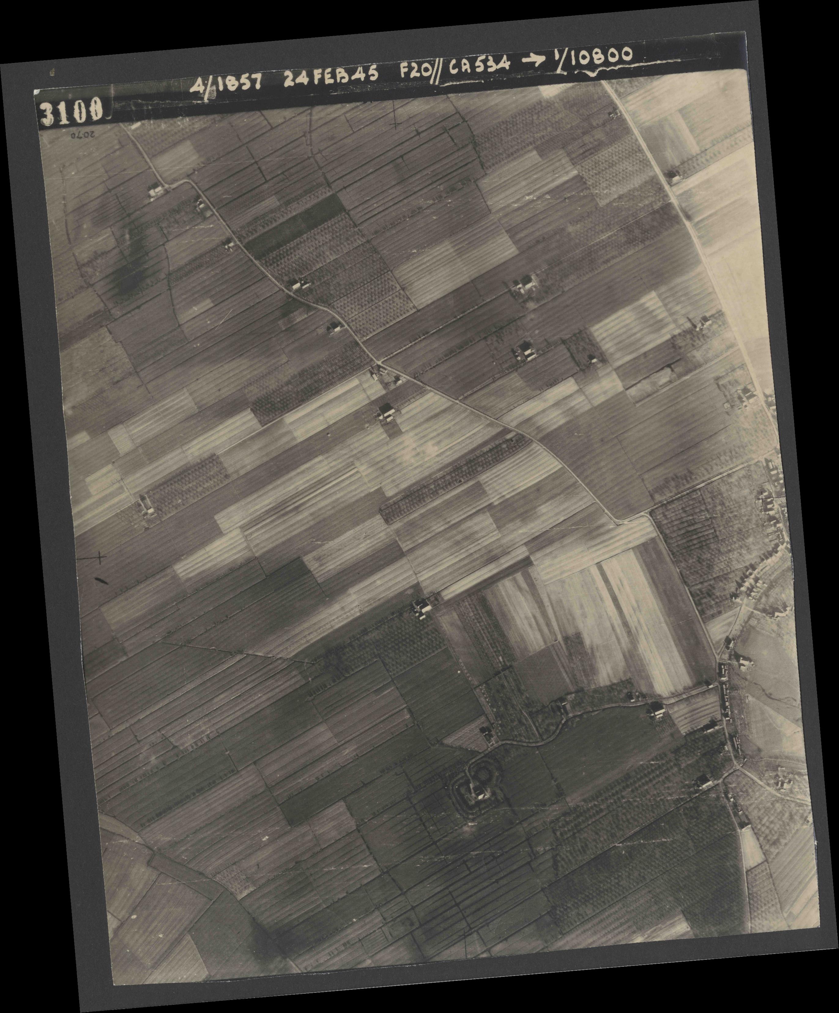 Collection RAF aerial photos 1940-1945 - flight 073, run 02, photo 3100