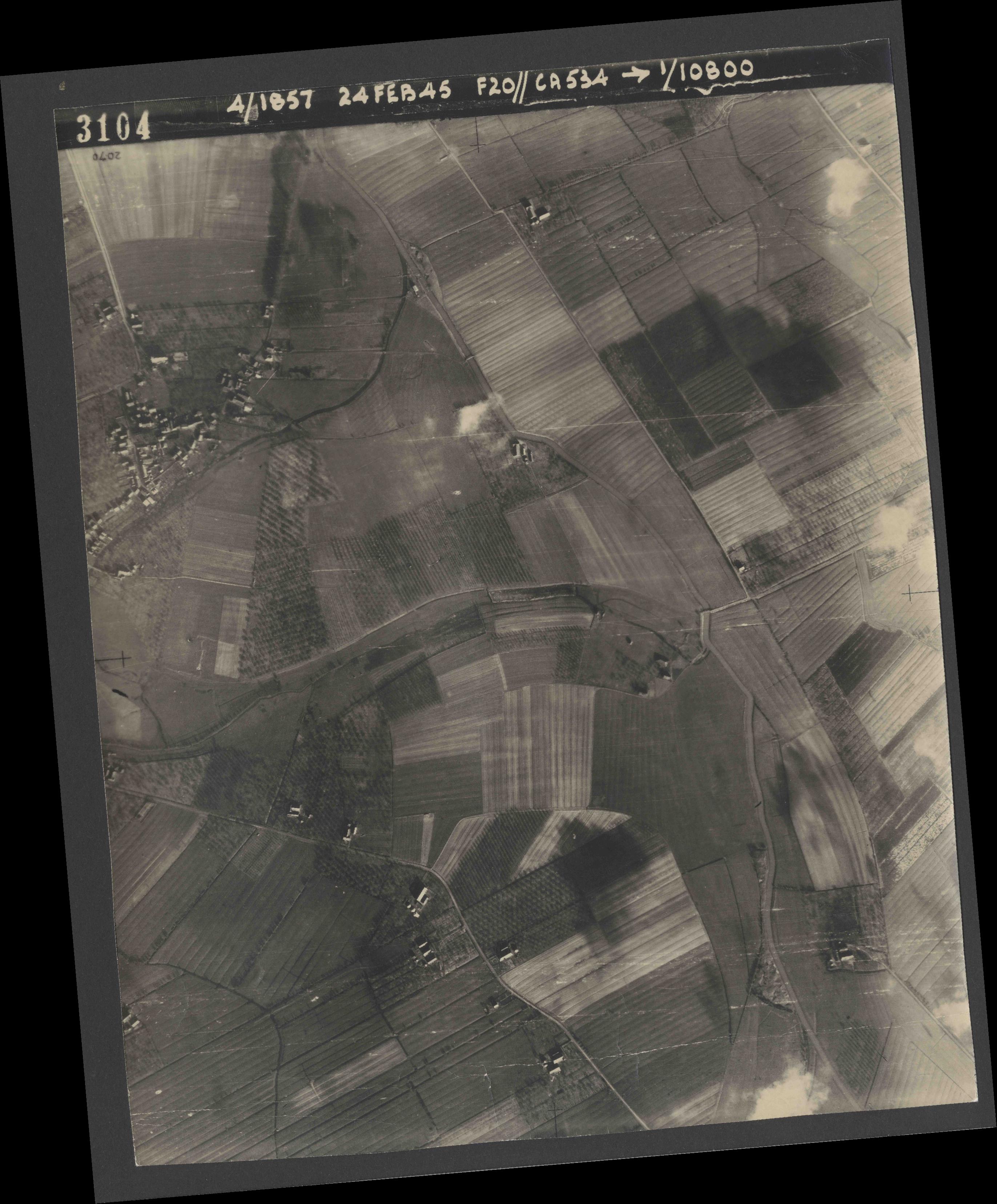 Collection RAF aerial photos 1940-1945 - flight 073, run 02, photo 3104