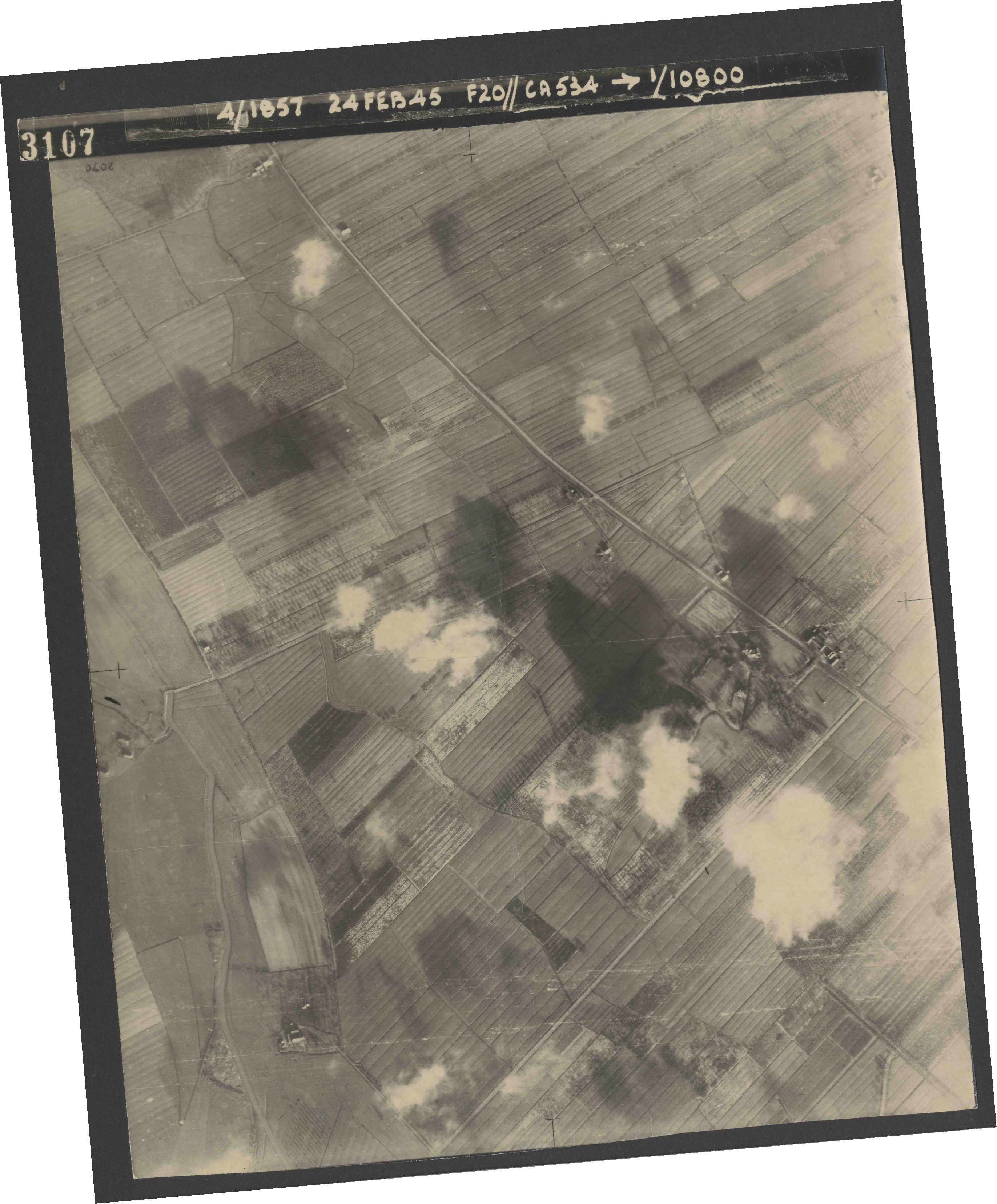 Collection RAF aerial photos 1940-1945 - flight 073, run 02, photo 3107
