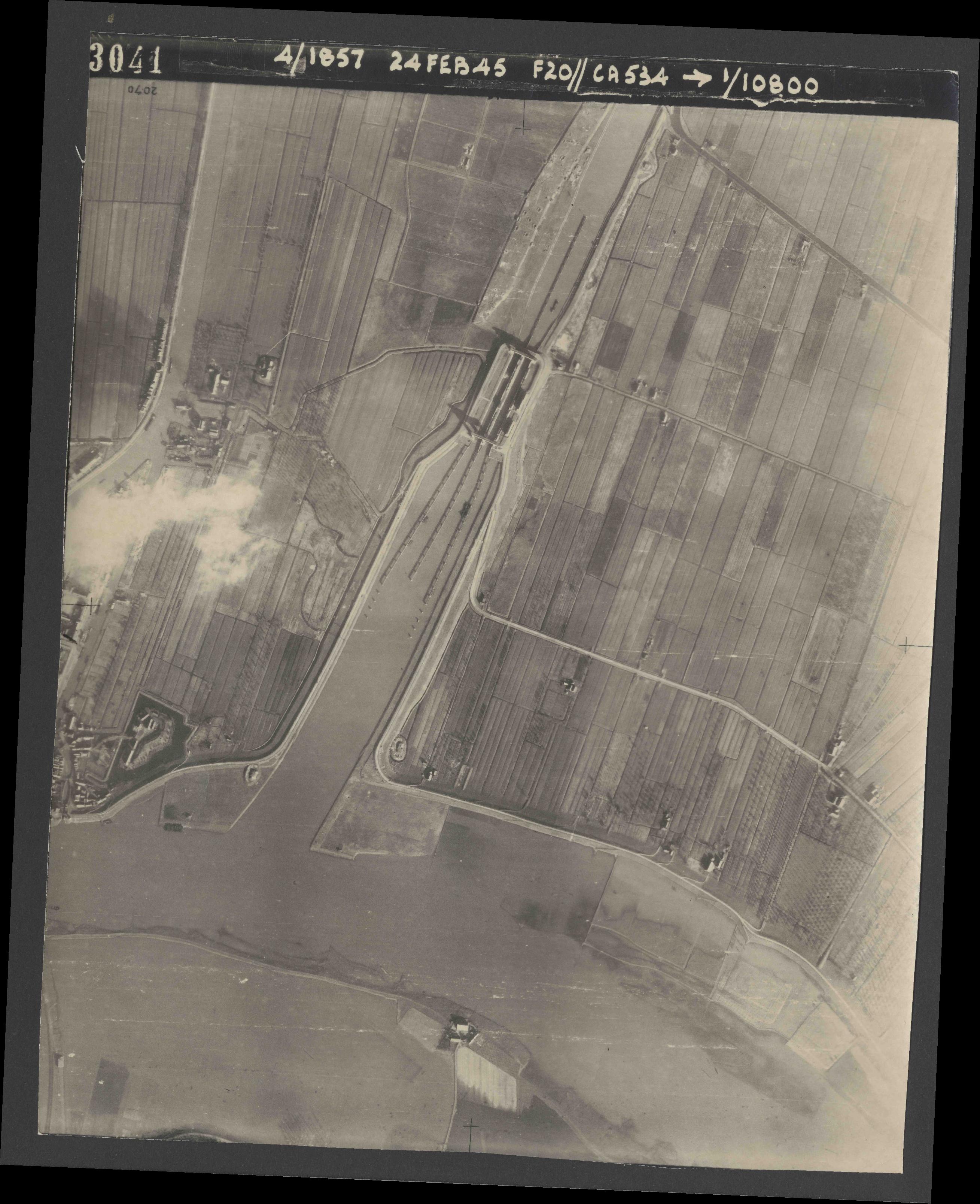 Collection RAF aerial photos 1940-1945 - flight 073, run 03, photo 3041