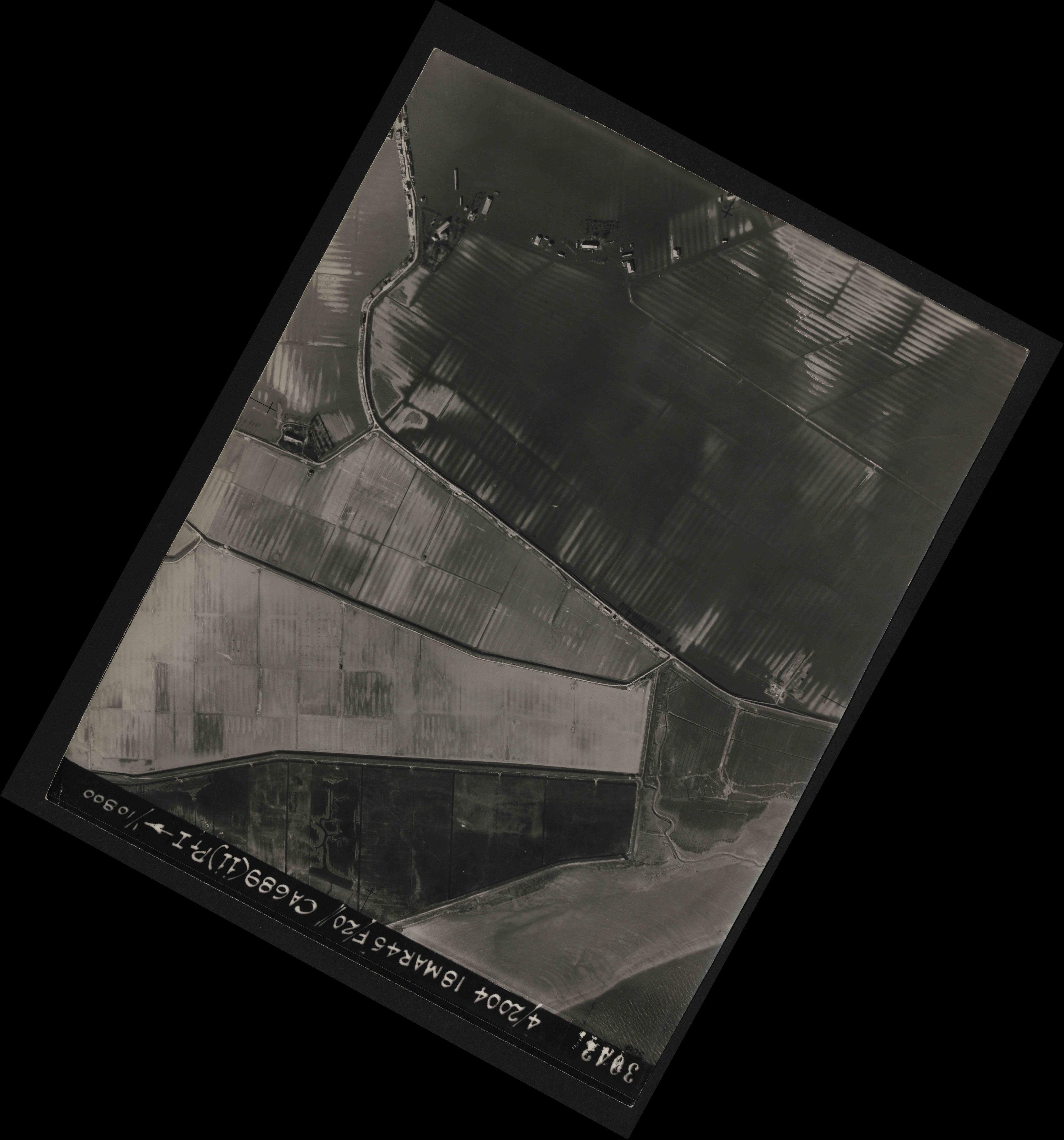 Collection RAF aerial photos 1940-1945 - flight 076, run 11, photo 3042
