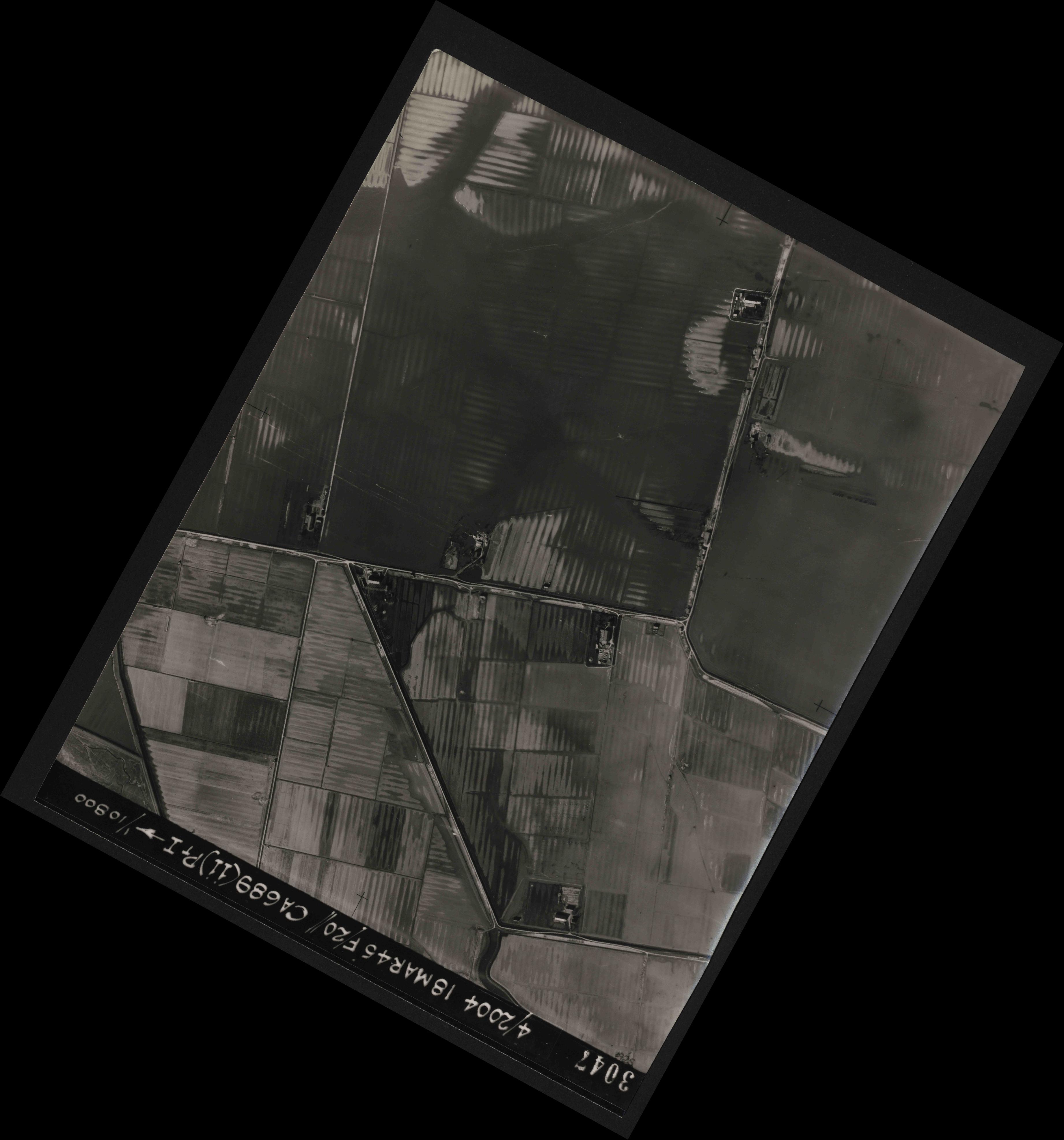 Collection RAF aerial photos 1940-1945 - flight 076, run 11, photo 3047