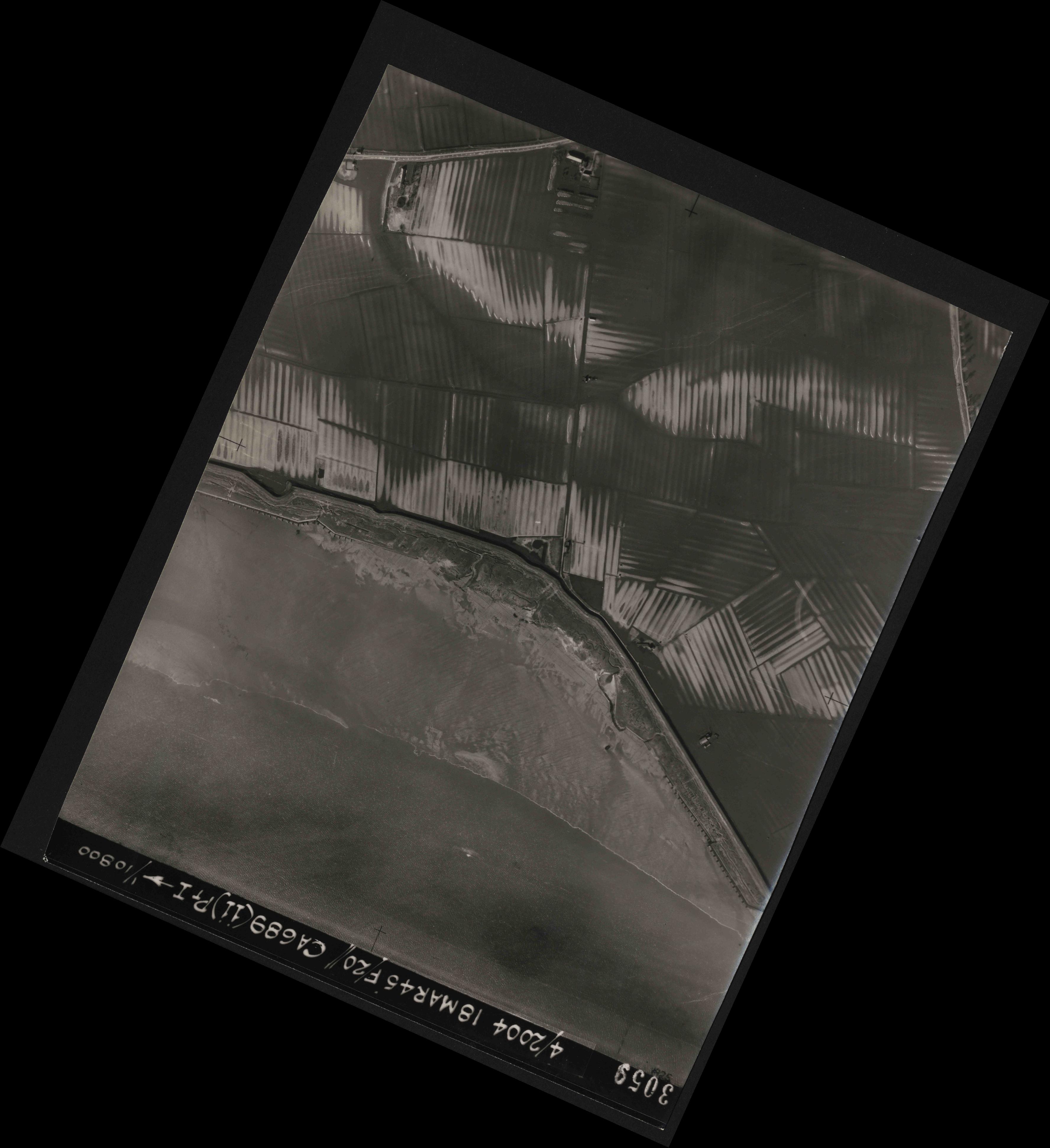Collection RAF aerial photos 1940-1945 - flight 076, run 11, photo 3059