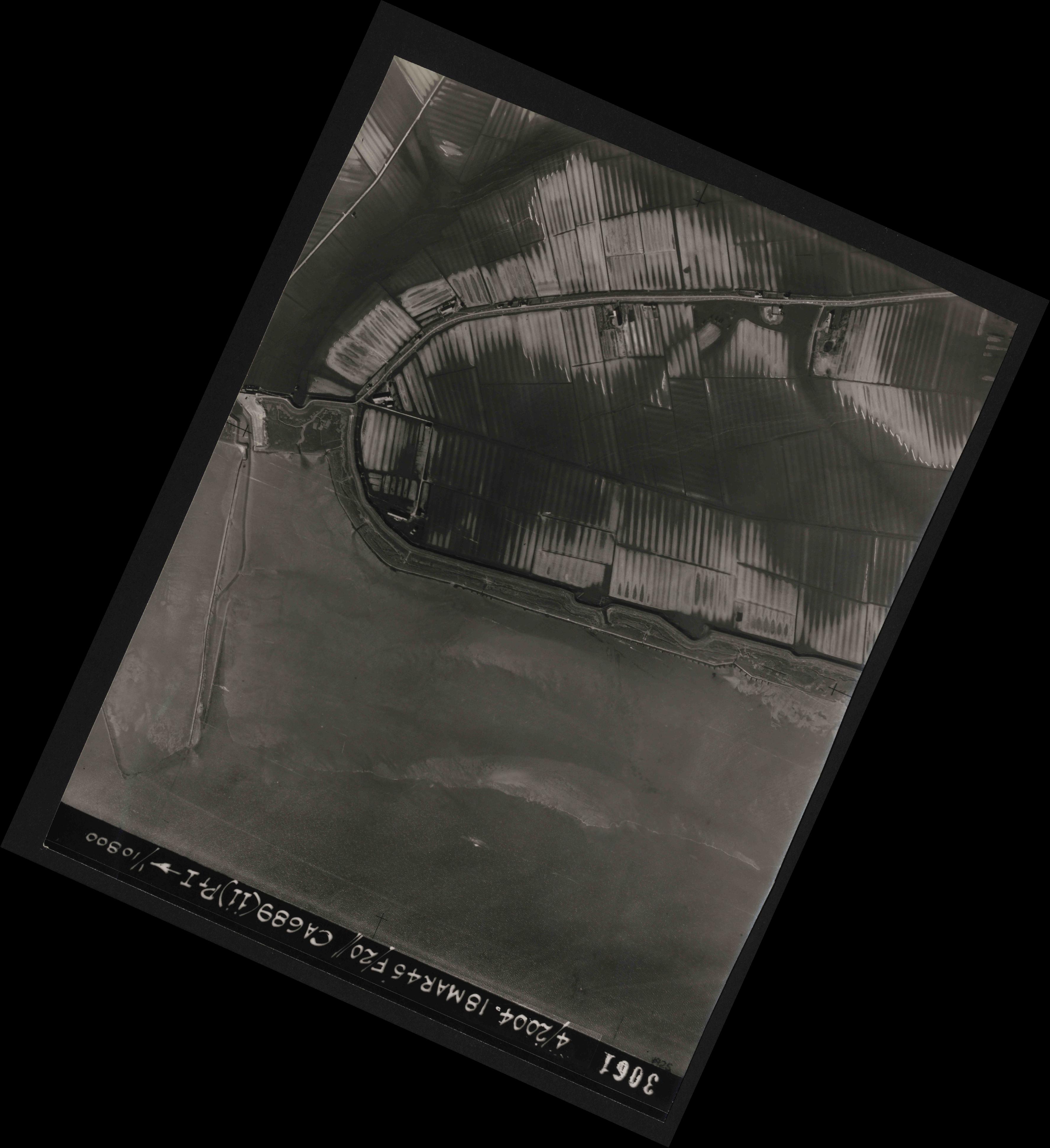 Collection RAF aerial photos 1940-1945 - flight 076, run 11, photo 3061