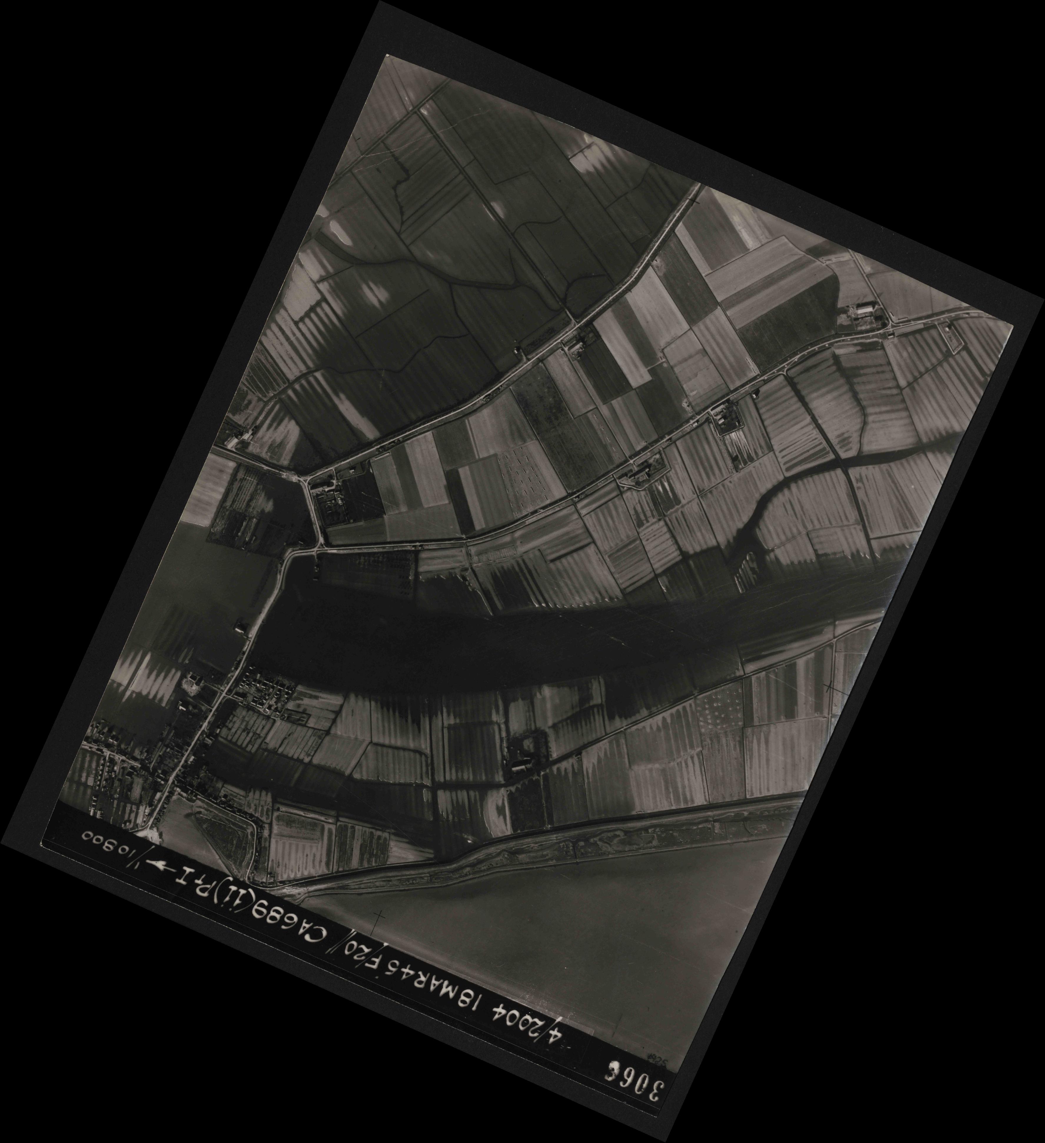 Collection RAF aerial photos 1940-1945 - flight 076, run 11, photo 3066