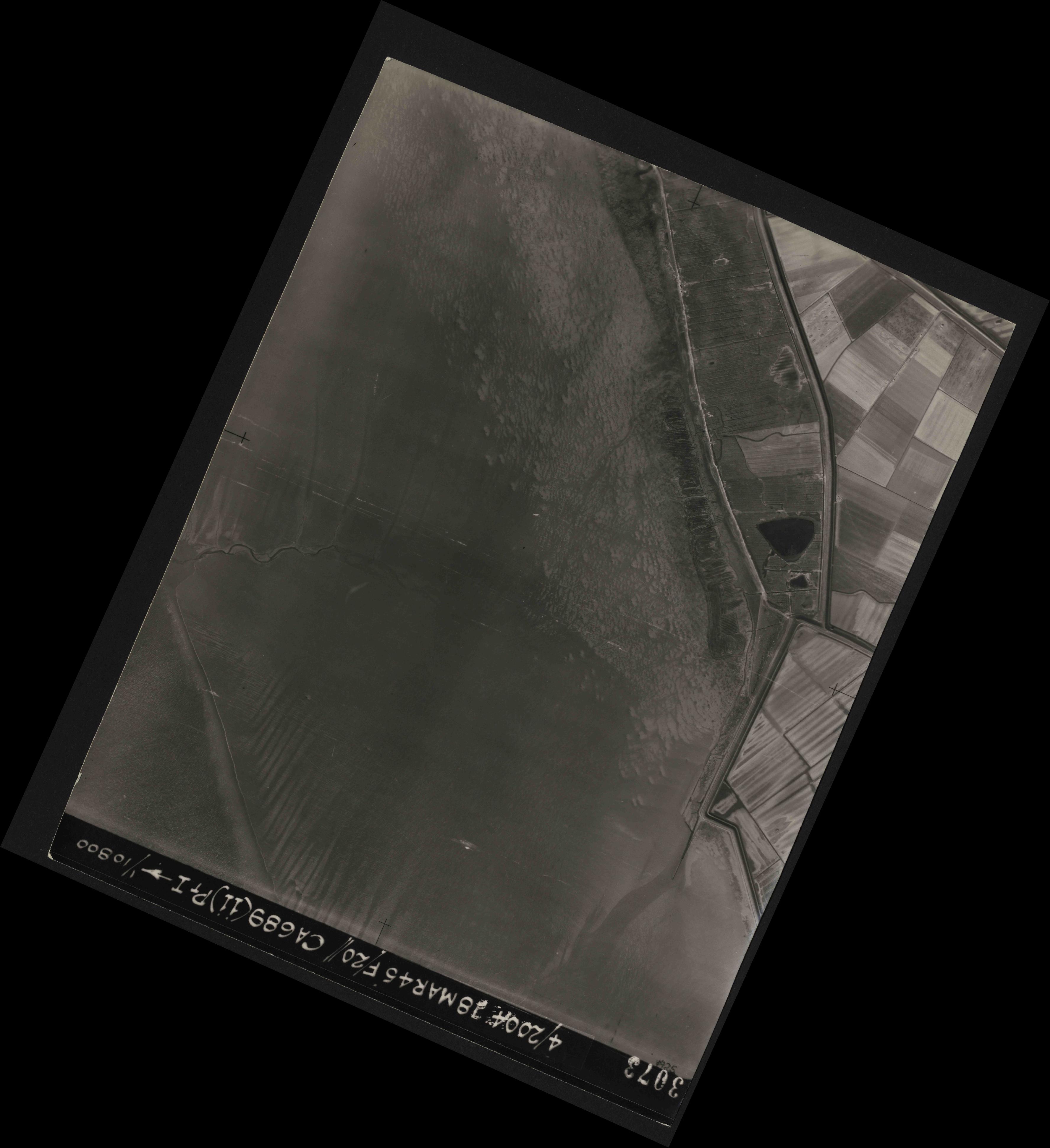 Collection RAF aerial photos 1940-1945 - flight 076, run 11, photo 3073