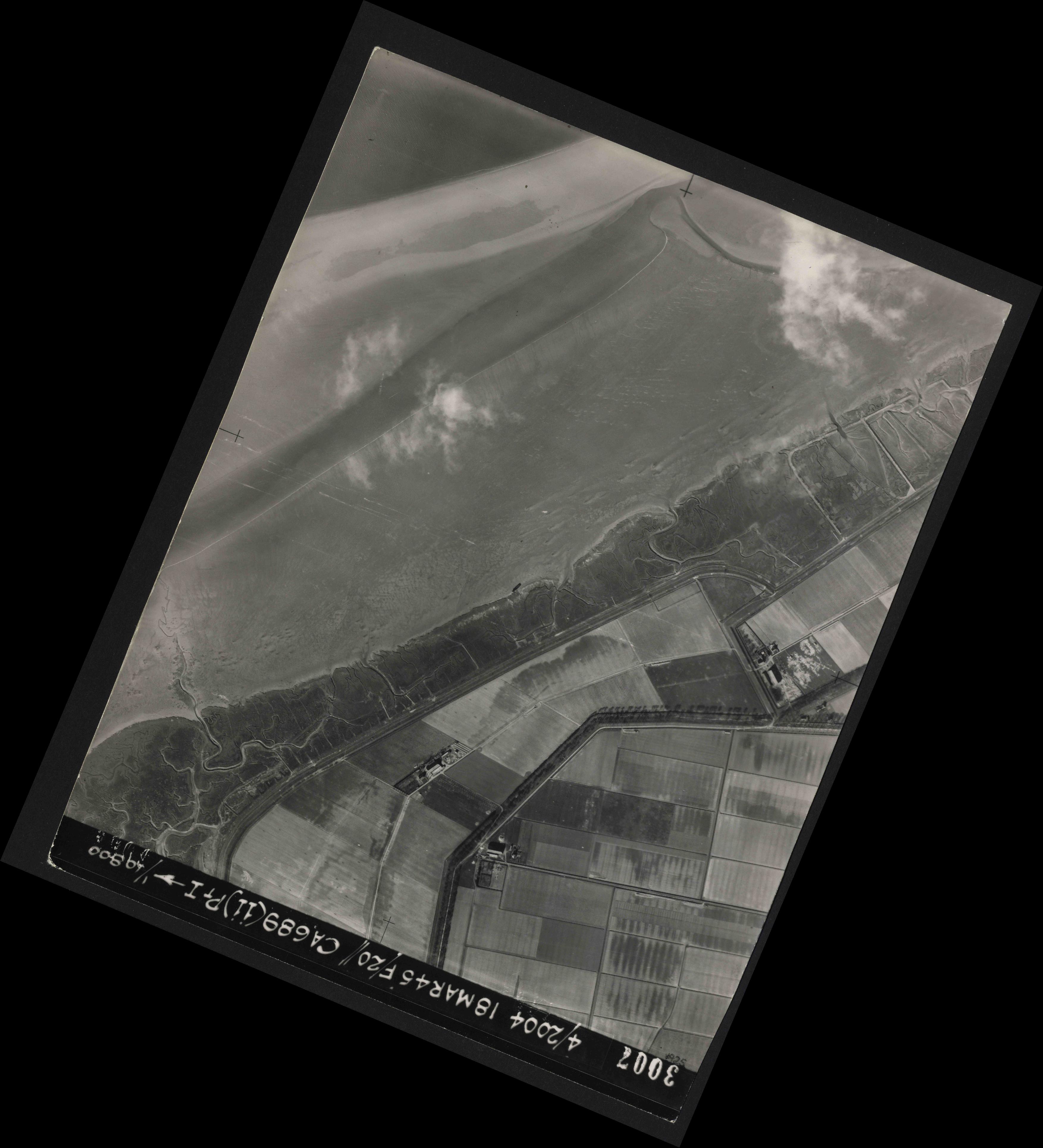 Collection RAF aerial photos 1940-1945 - flight 076, run 12, photo 3007