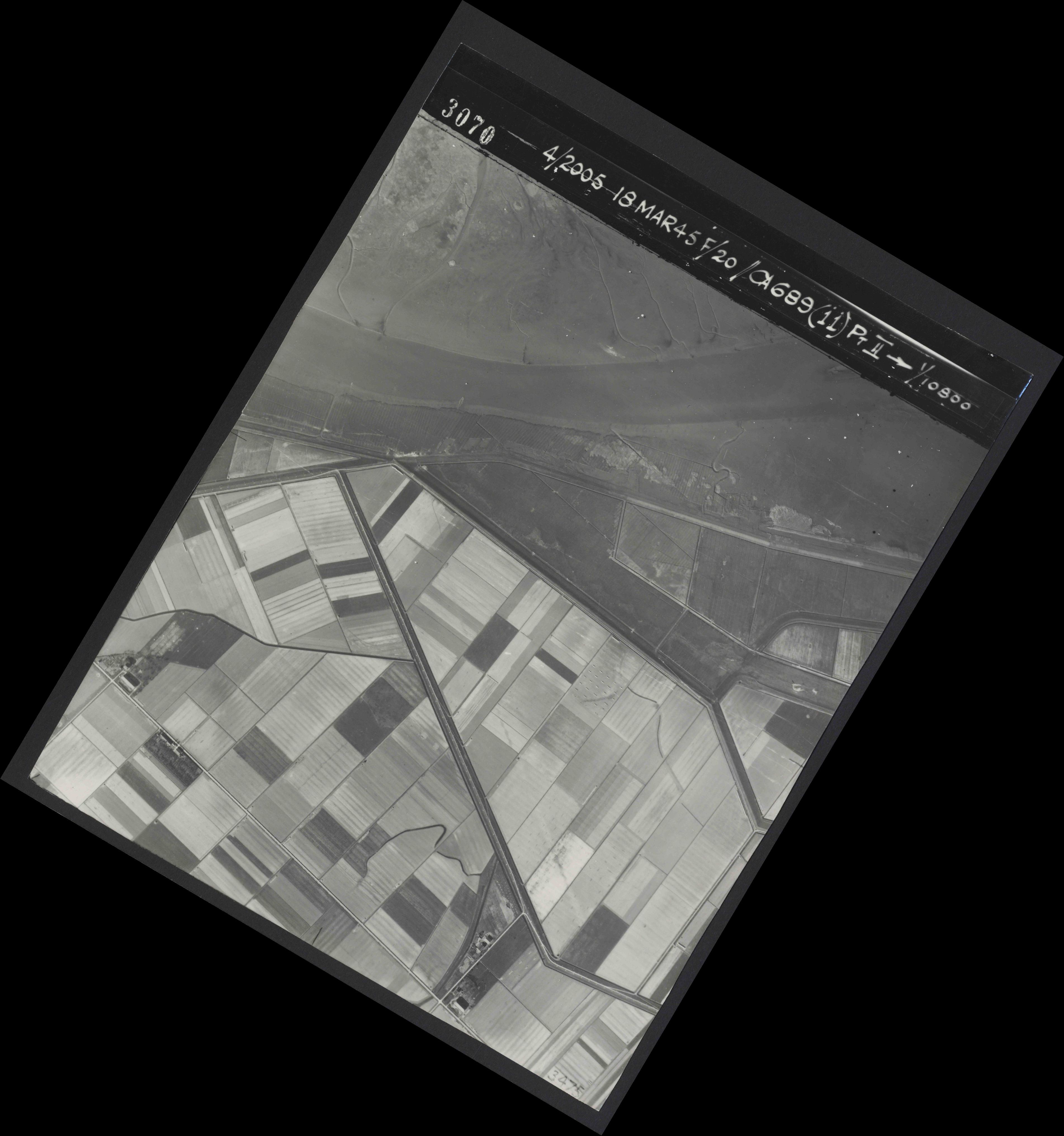 Collection RAF aerial photos 1940-1945 - flight 080, run 03, photo 3070