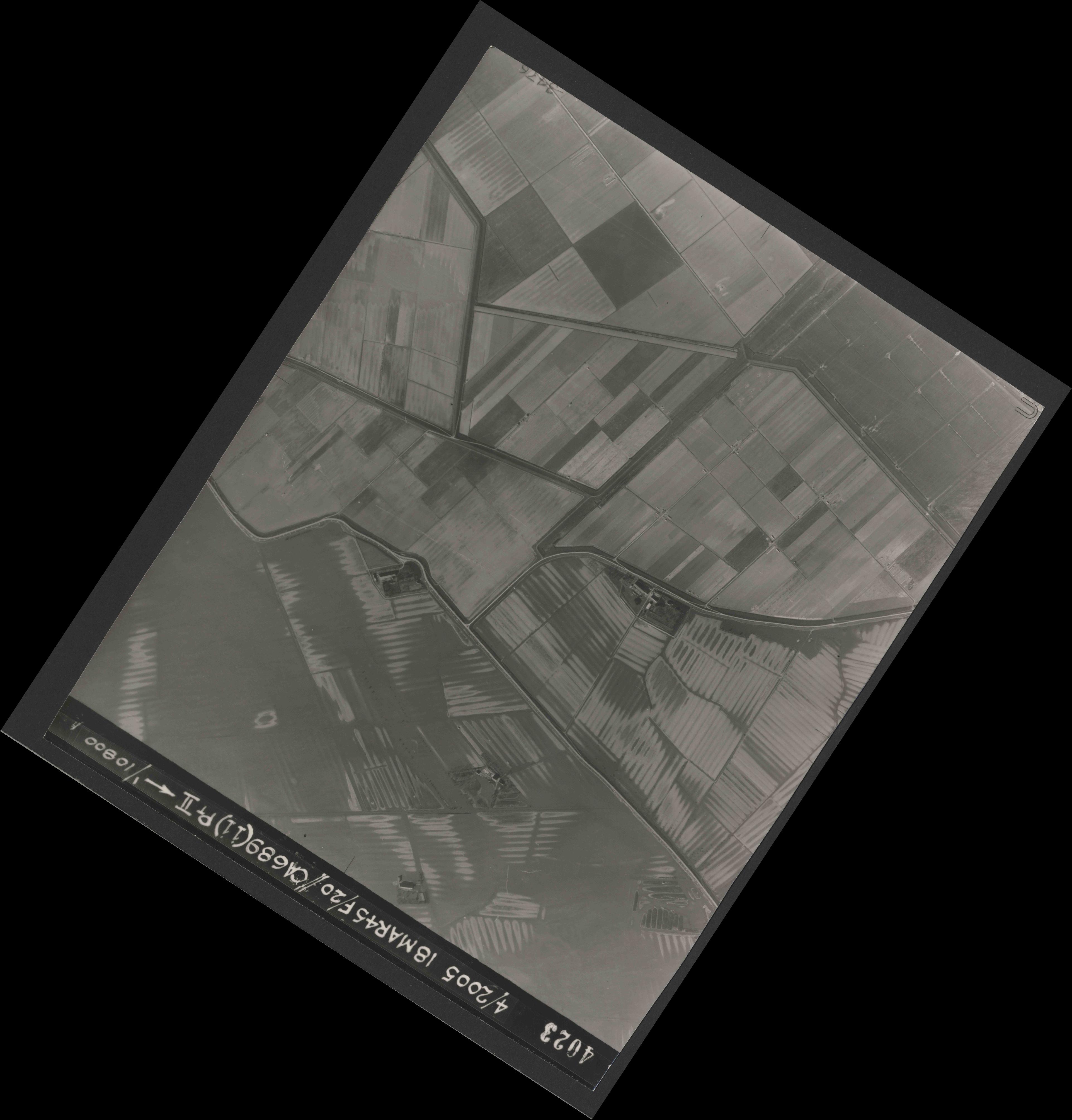 Collection RAF aerial photos 1940-1945 - flight 080, run 05, photo 4023
